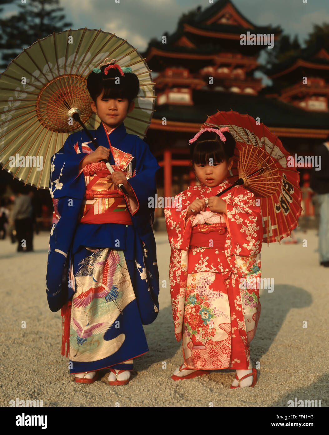 Japan, young girls in traditional Kimono holding Japanese sunshades. - Stock Image