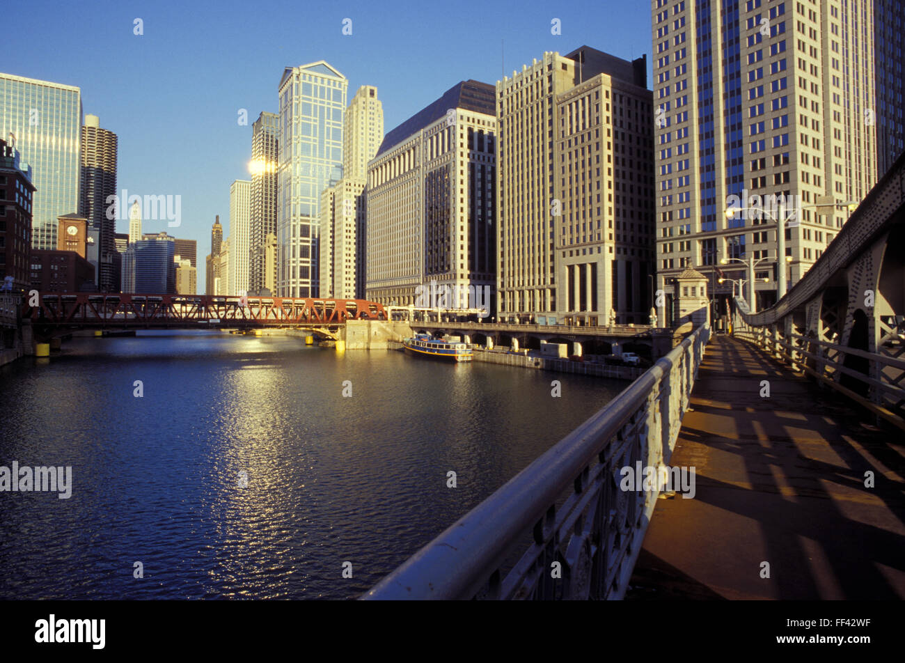 USA, United States of America, Chicago, buildings at the West Wacker Drive along the Chicago River.  USA, Vereinigte - Stock Image