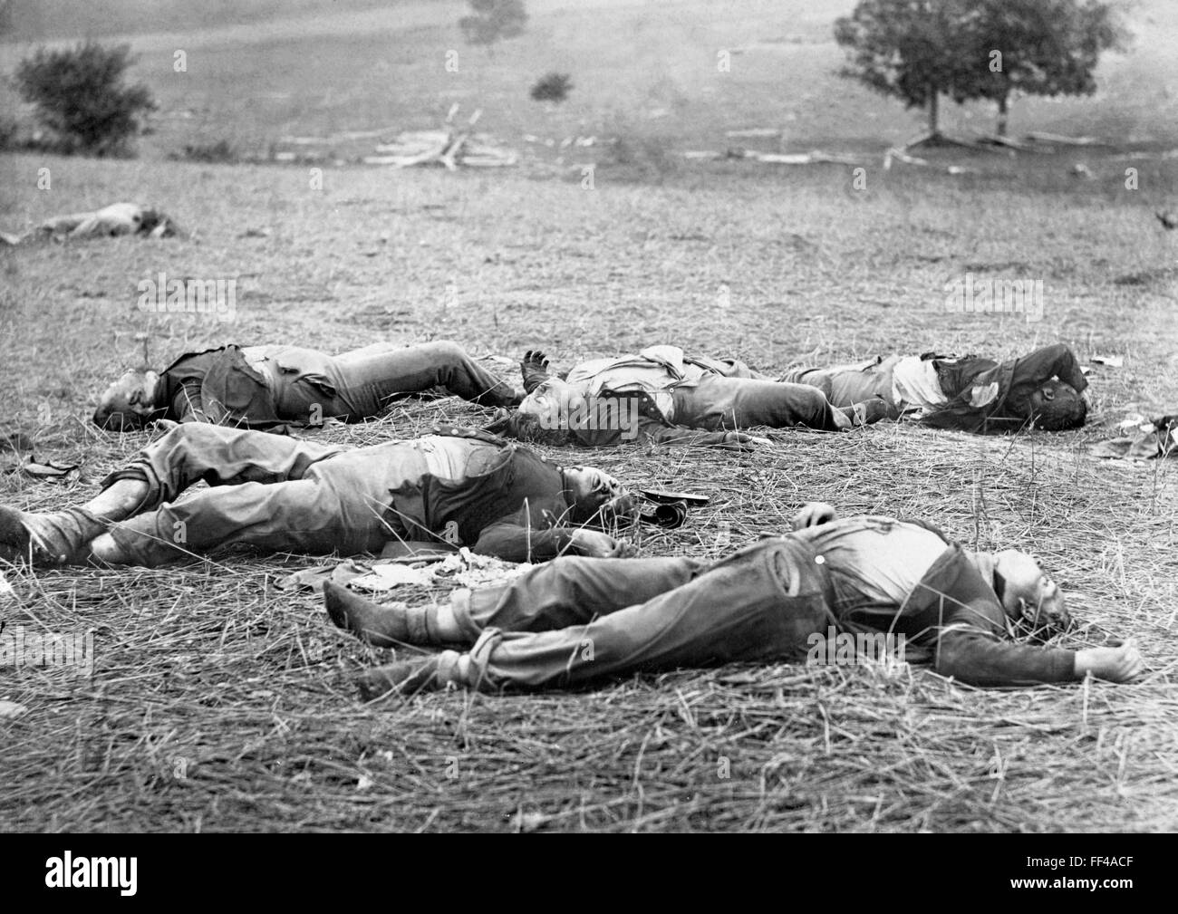Gettysburg Battlefield. Bodies of dead Federal soldiers on the battlefield at Gettysburg after the first day's - Stock Image