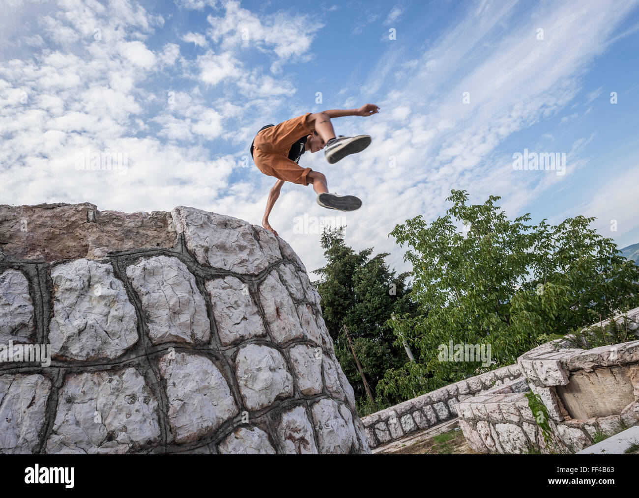 Young boy praticing parkour in Vraca Memorial Park, Sarajevo, Bosnia and Herzegovina - Stock Image