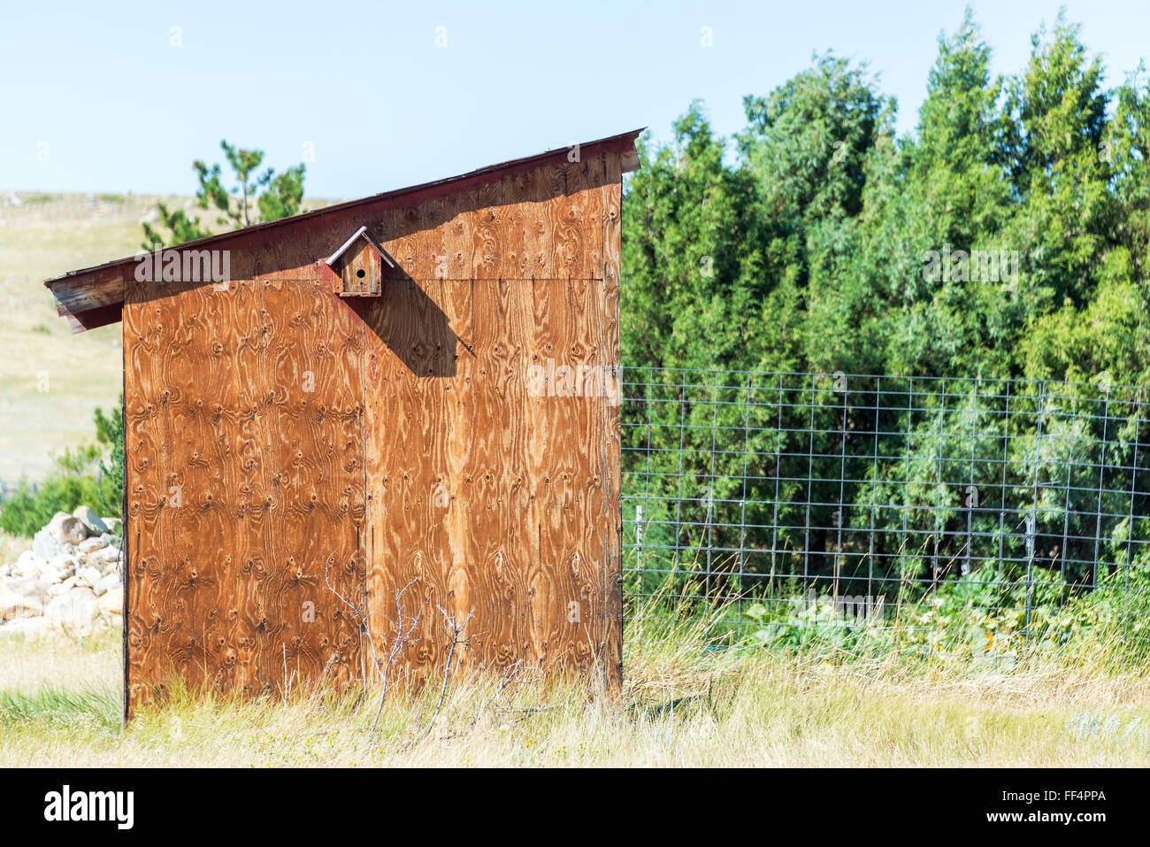 Old shed and birdhouse in Buffalo, Wyoming - Stock Image
