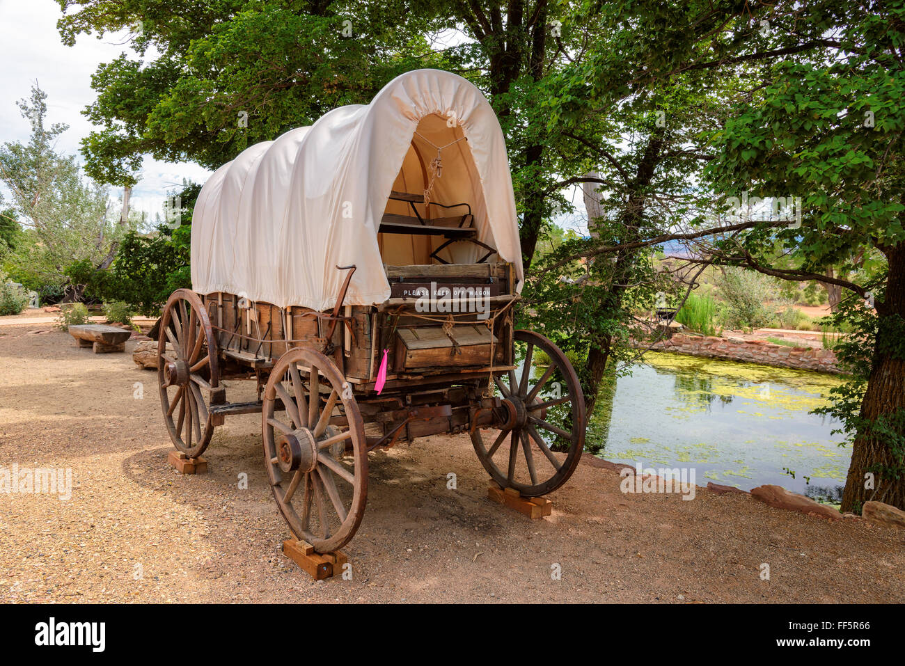 Nice old covered wagon in Arizona and lake in background - Stock Image