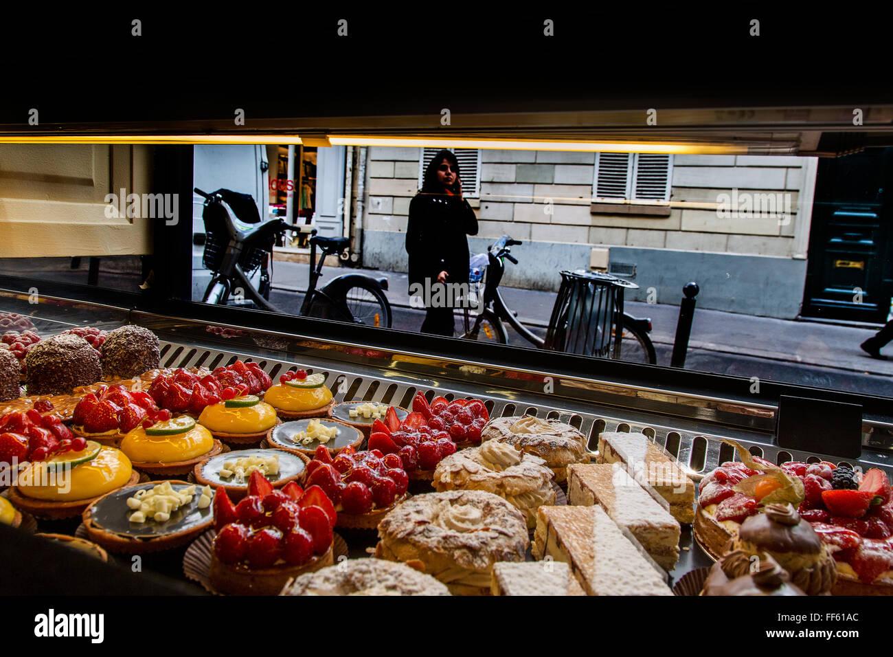 Patisserie in Paris - Stock Image