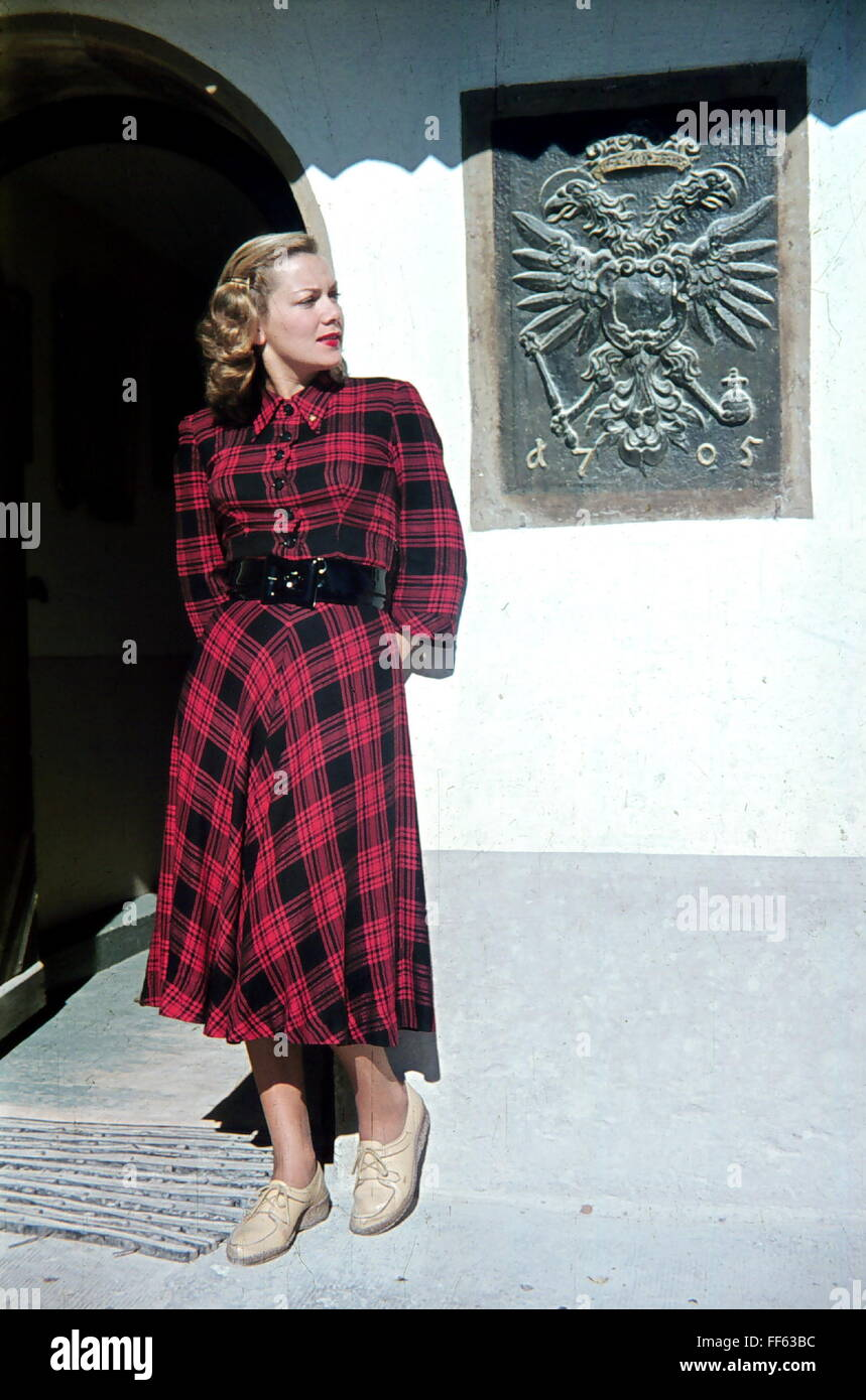 fashion, 1940s, ladie's fashion, fashion model Else Erasmus in checked dress, full length, 1947, Additional - Stock Image