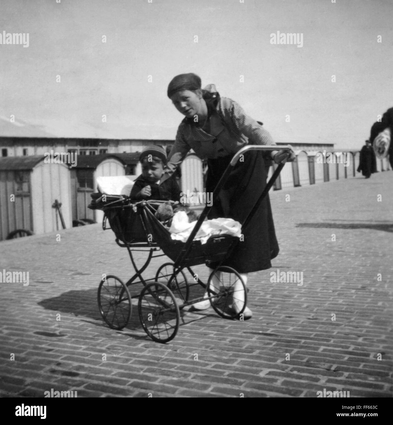 tourism, Germany, Norderney, mother with pram on the promenade, 1921, Additional-Rights-Clearences-NA - Stock Image
