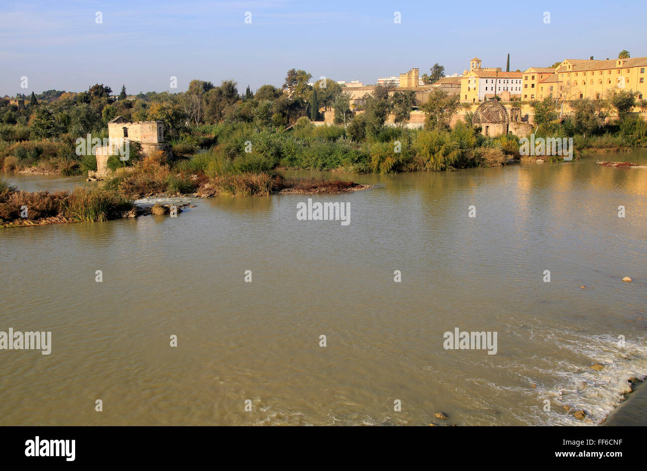 Historic Albolafia Moorish water-wheel on river Rio Guadalquivir, Cordoba, Spain - Stock Image