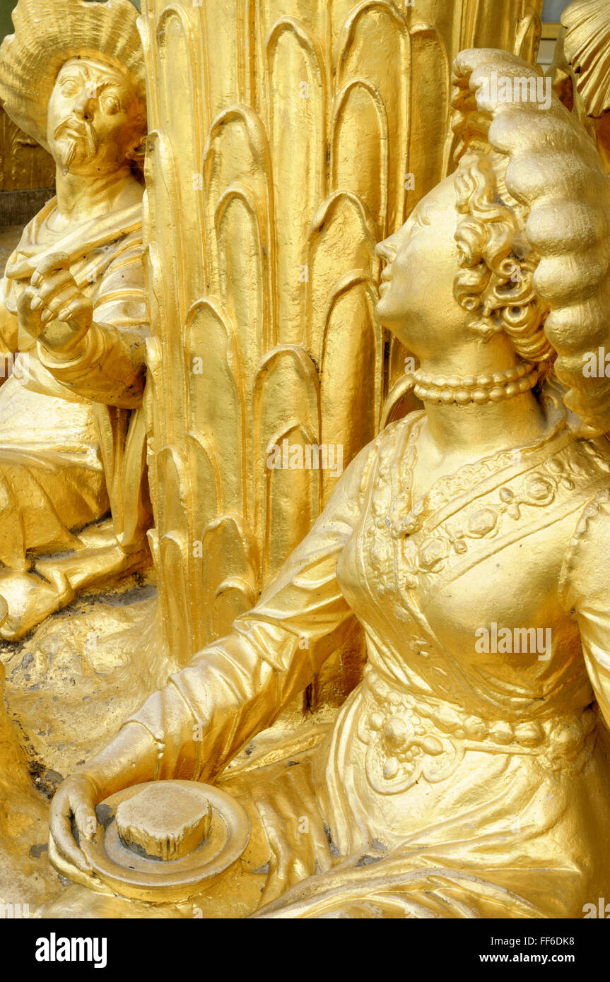 Gilded sandstone statues of a man and woman, Chinese House, Sanssouci Park, Potsdam, Germany - Stock Image