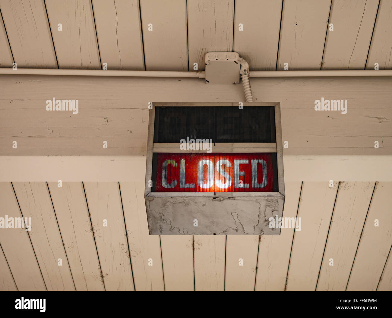 A neon sign saying Closed at a bank in Ellensburg. - Stock Image