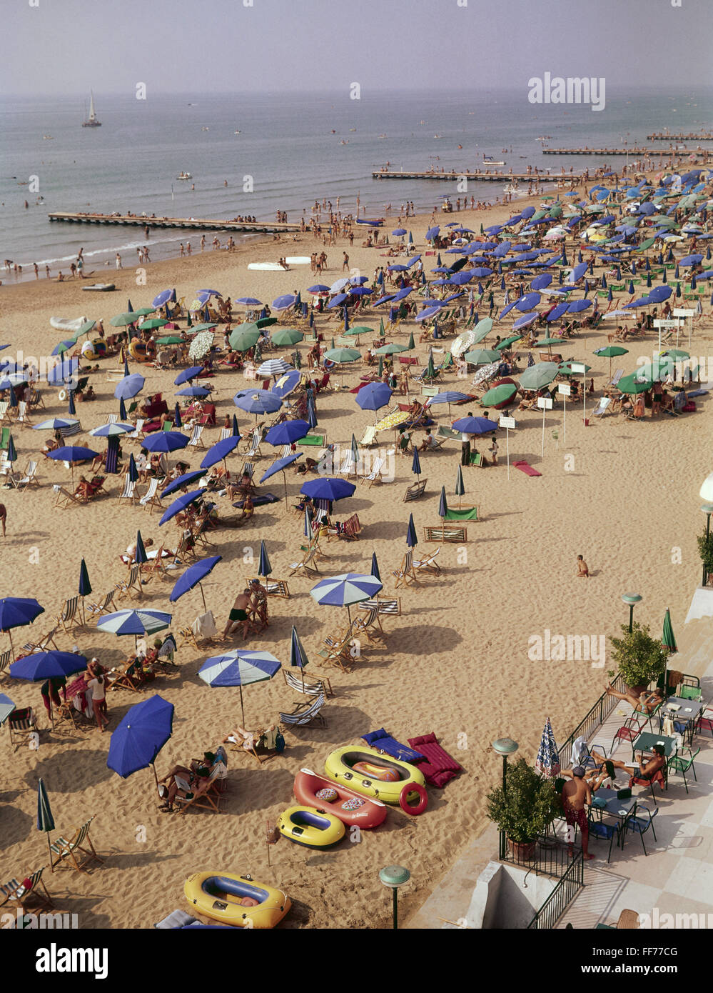 tourism, tourists, on the beach, Jesolo, Adriatic Sea, Italy, 1970s, , Additional-Rights-Clearences-NA - Stock Image