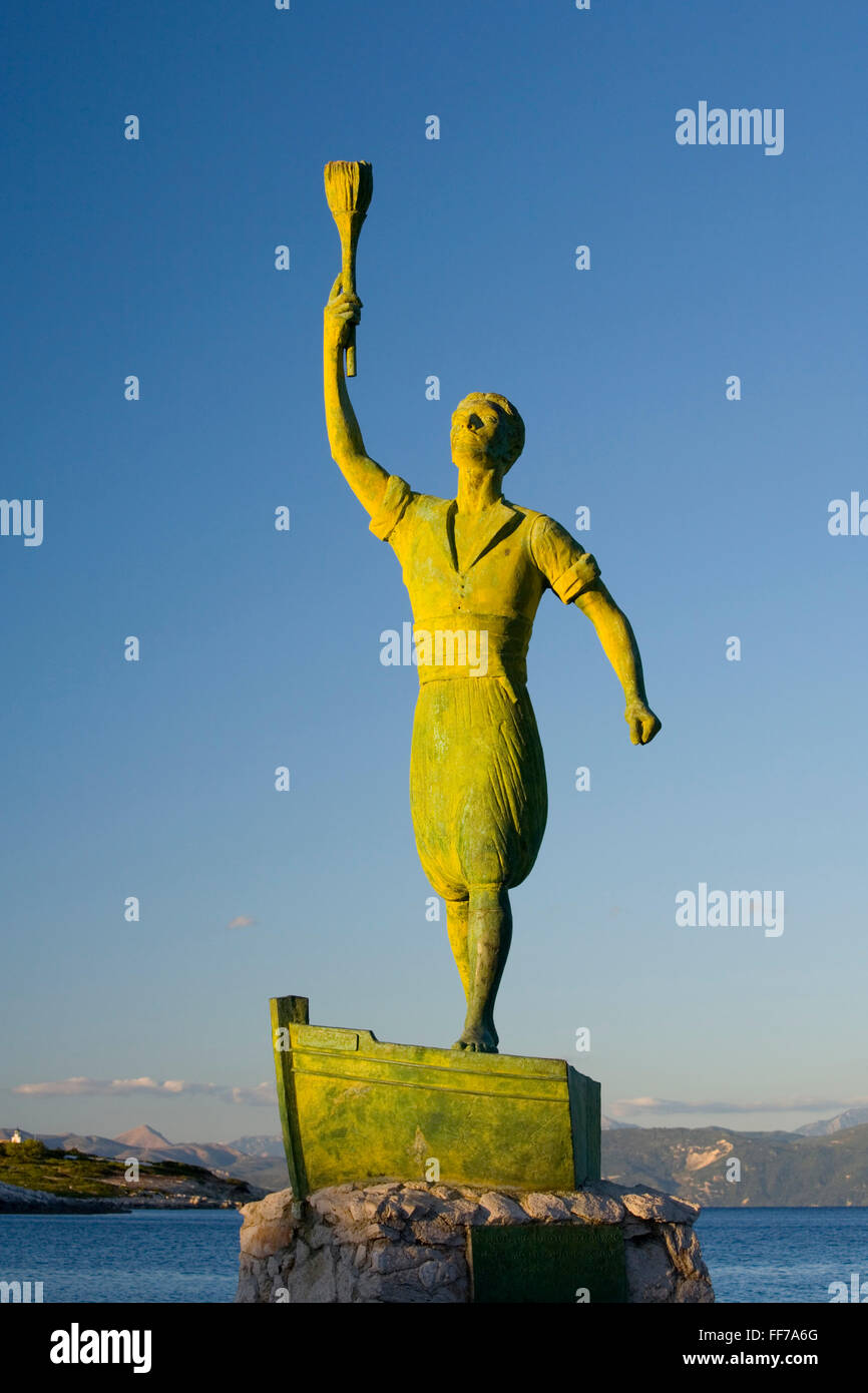 Gaios, Paxos, Ionian Islands, Greece. Statue of Giorgos Anemogiannis, Paxiot hero of the Greek War of Independence. - Stock Image