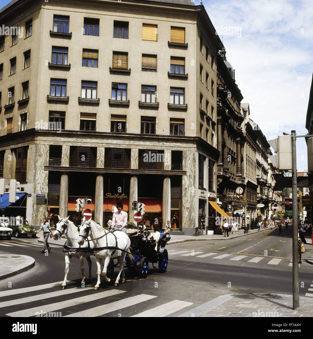 geography / travel, Austria, Vienna, street scene, hackney carriage on the Michaeler Platz, Loos House, 1970s, Additional - Stock Image