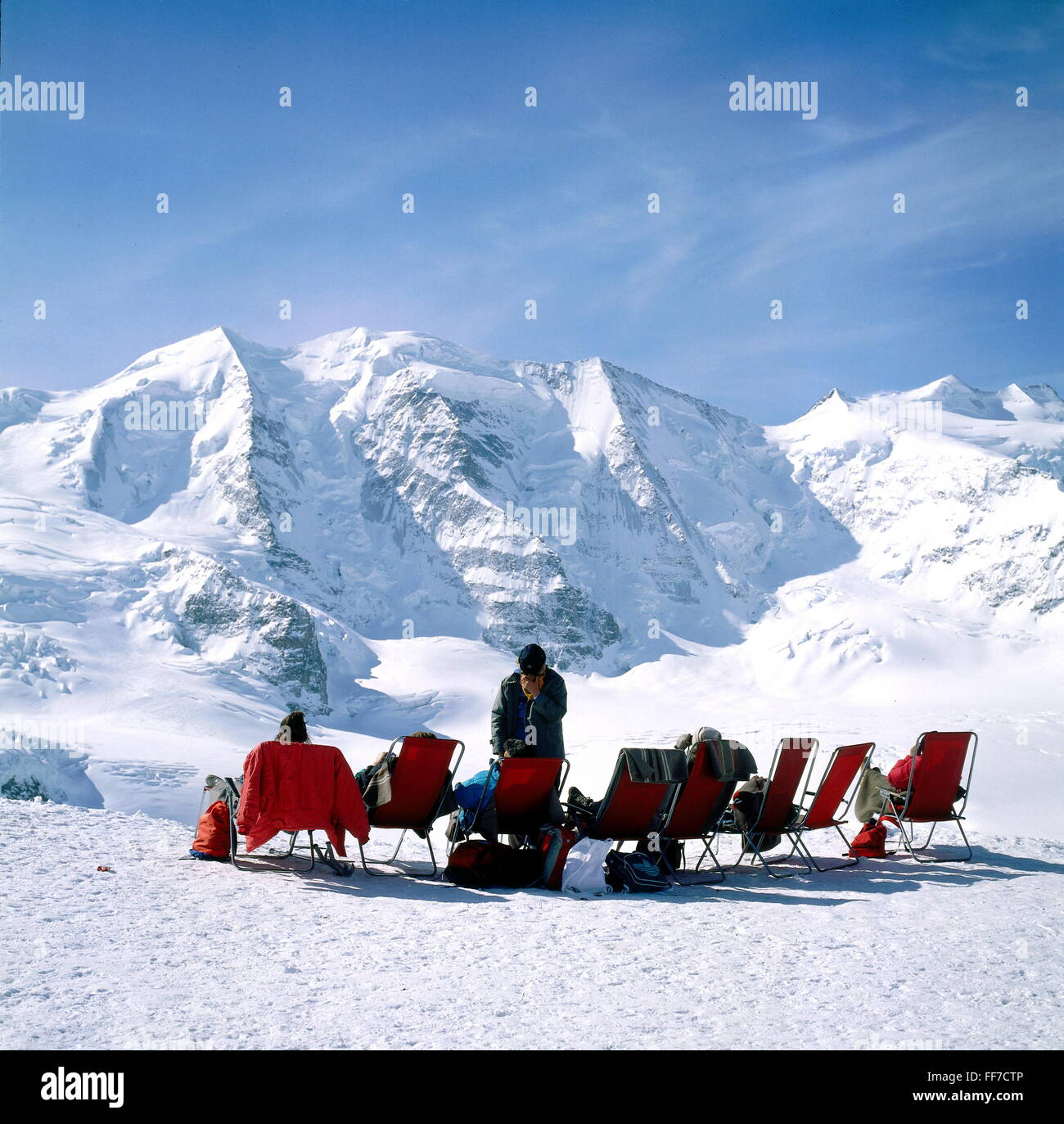 sports, winter sports, skiing, sun terrace with sun-loungers, tourists lying in the sun, Upper Engadin, Piz Palue, - Stock Image