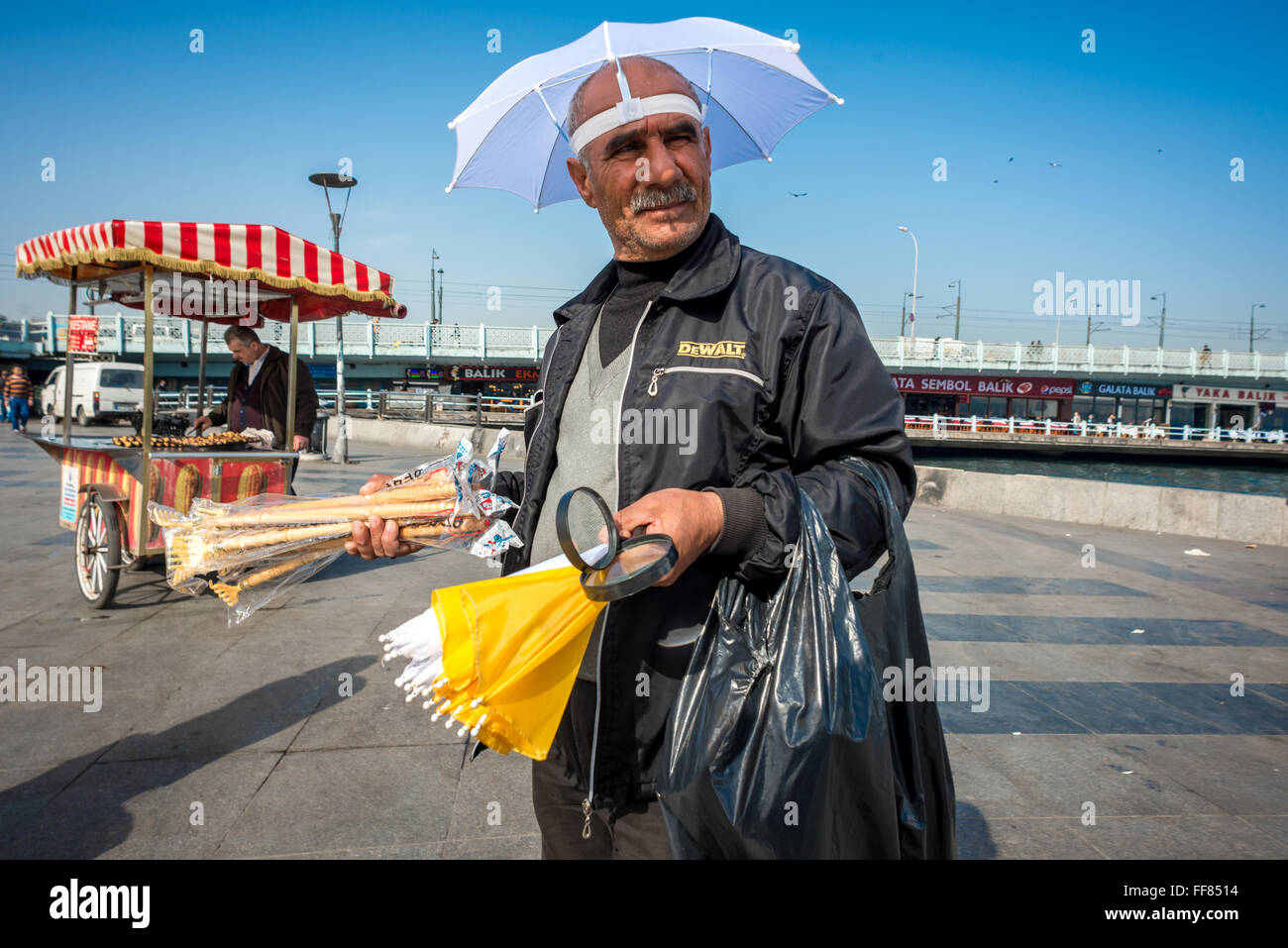 Street hawker selling his wares on the streets of Istanbul, Turkey. - Stock Image
