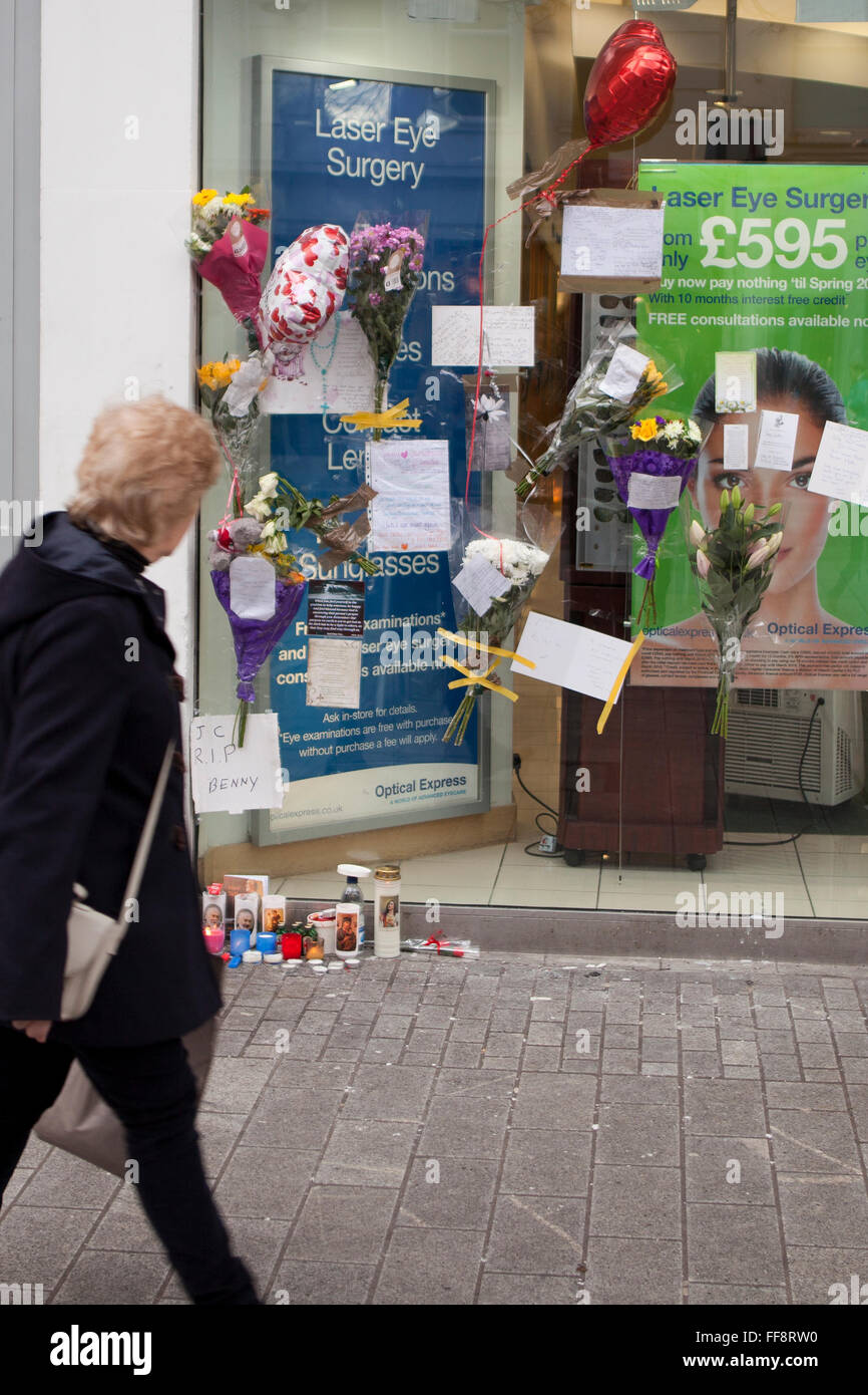 Donegall place, Belfast, 11th February 2016. A Woman walks past the spot where Homeless Belfast man 'Jimmy' - Stock Image