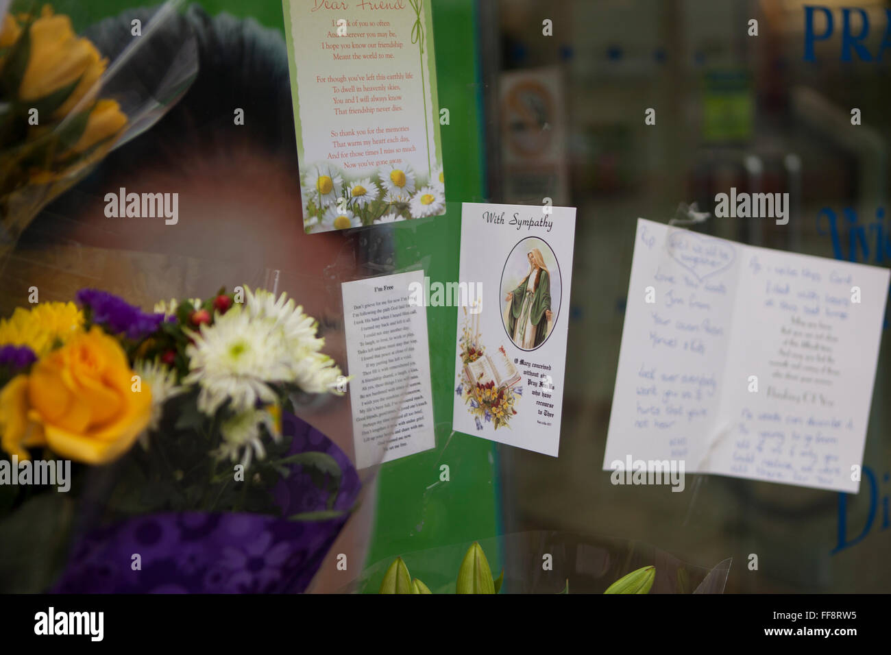Donegall Place, Belfast, 11th February 2016. A sympathy Card and Flowers left at the  spot where Homeless Belfast - Stock Image
