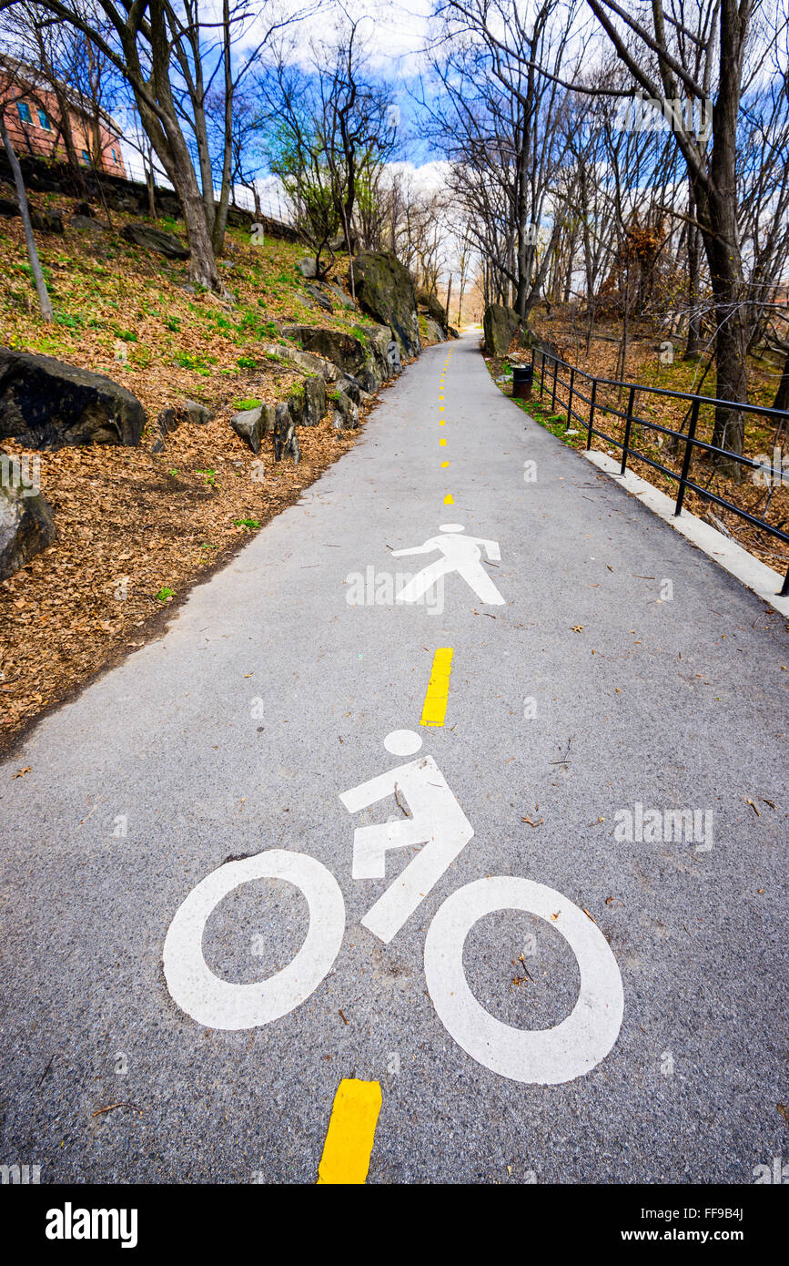 Bike and pedestrian trail through High Bridge park in New York City. - Stock Image