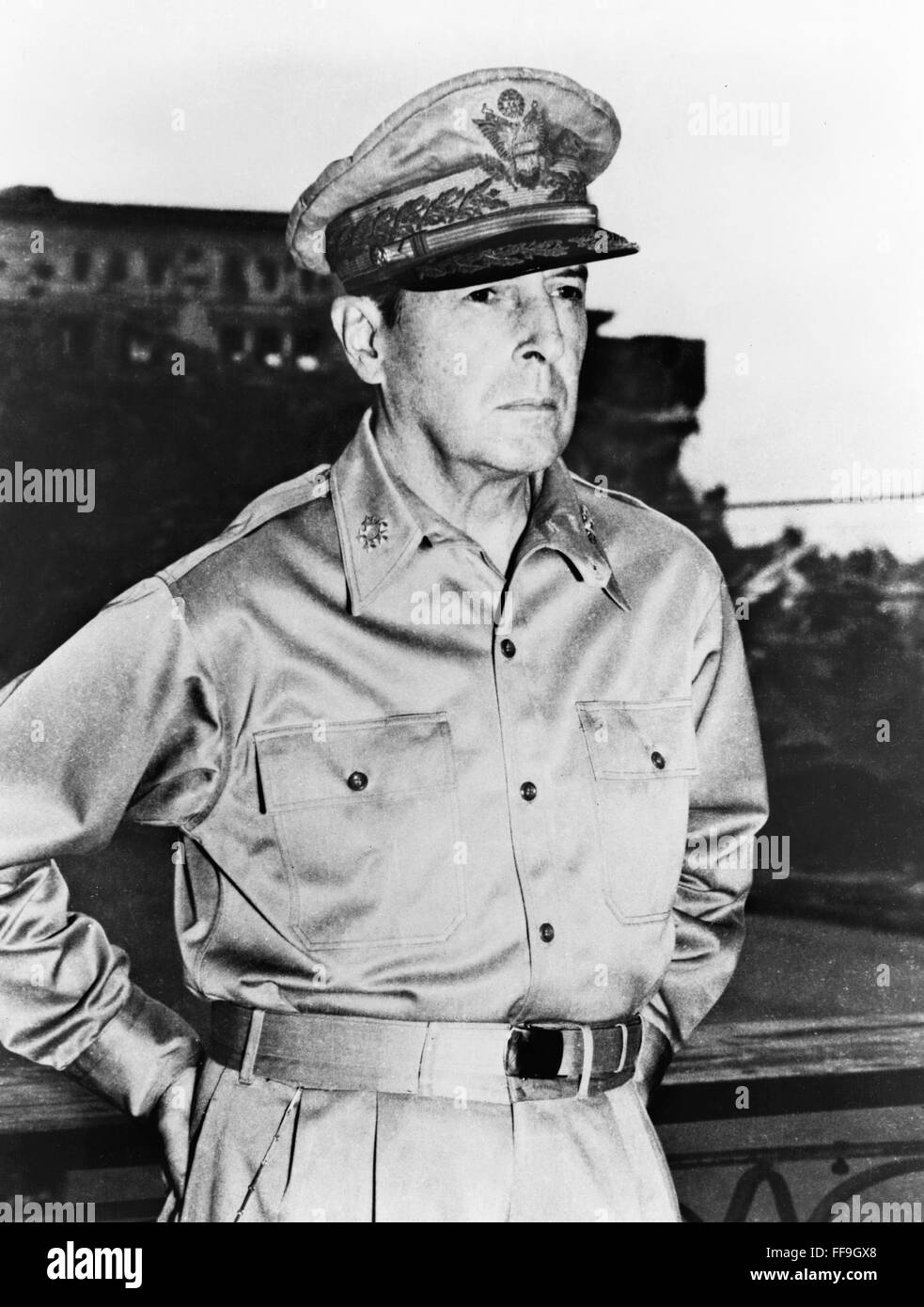 Douglas MacArthur. Portrait of  WWII American commander, General Douglas Macarthur, 24th August 1945. - Stock Image
