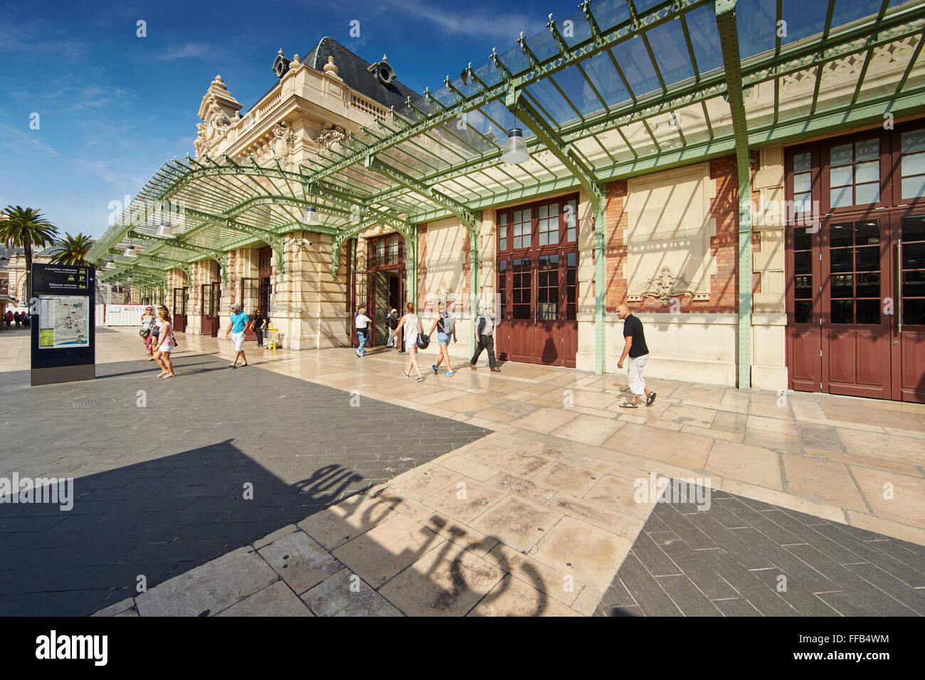 France, Nice, 08.09.2015: Facade of the railway station in the center of Nice, sunny day, blue sky, a lot of tourists, - Stock Image