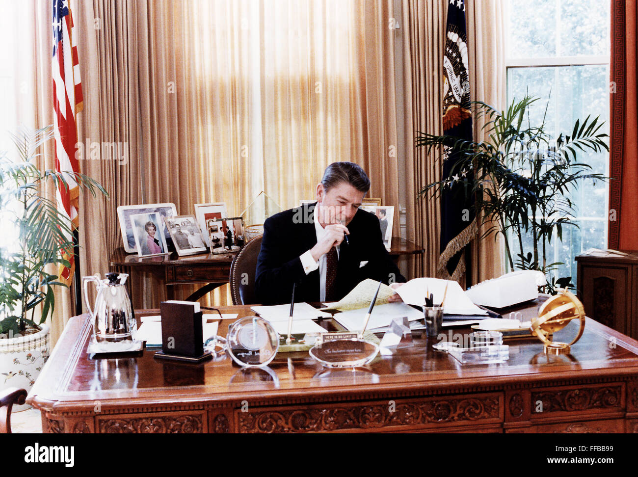 ronald reagan oval office. President Ronald Reagan At Work In The Oval Office. Office :