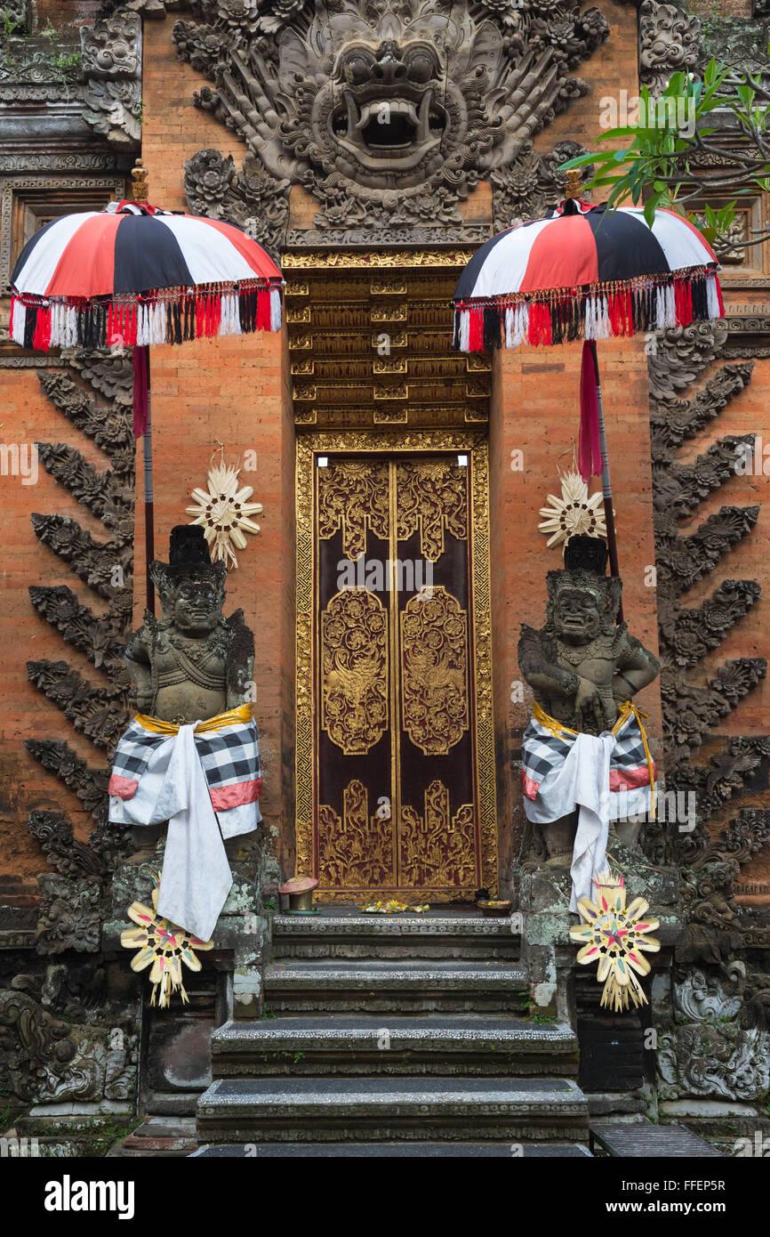 Balinese temple, Statues, Ubud, Bali, Indonesia - Stock Image
