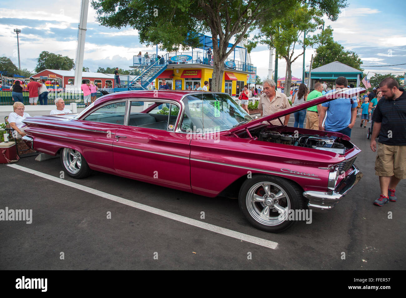 Pontiac Catalina At Kissimmee Old Town Weekly Car Cruise Kissimmee - Weekly car shows near me