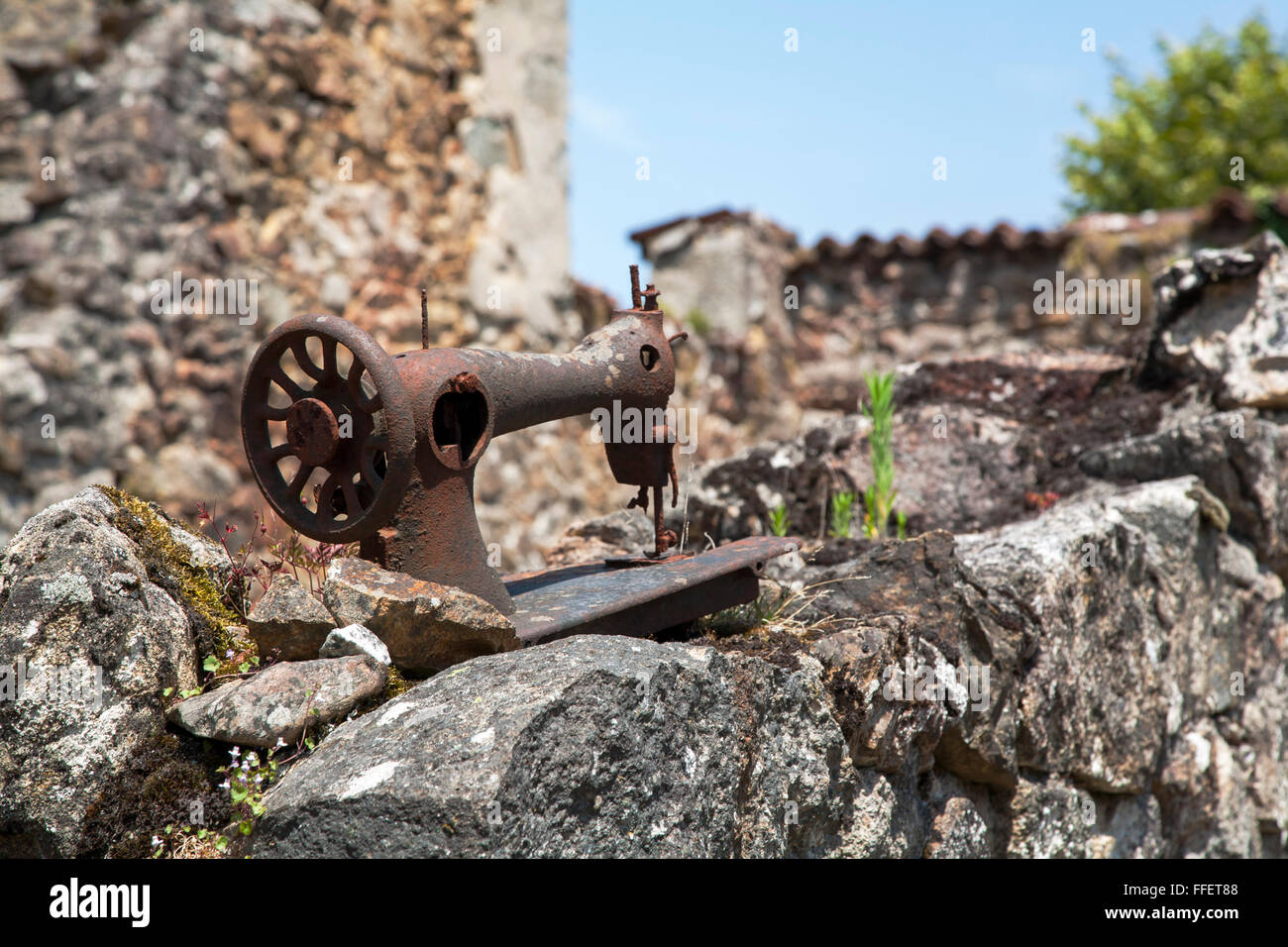 Rusting sewing machine in village of Oradour sur Glane, Haute Vienne, France - Stock Image