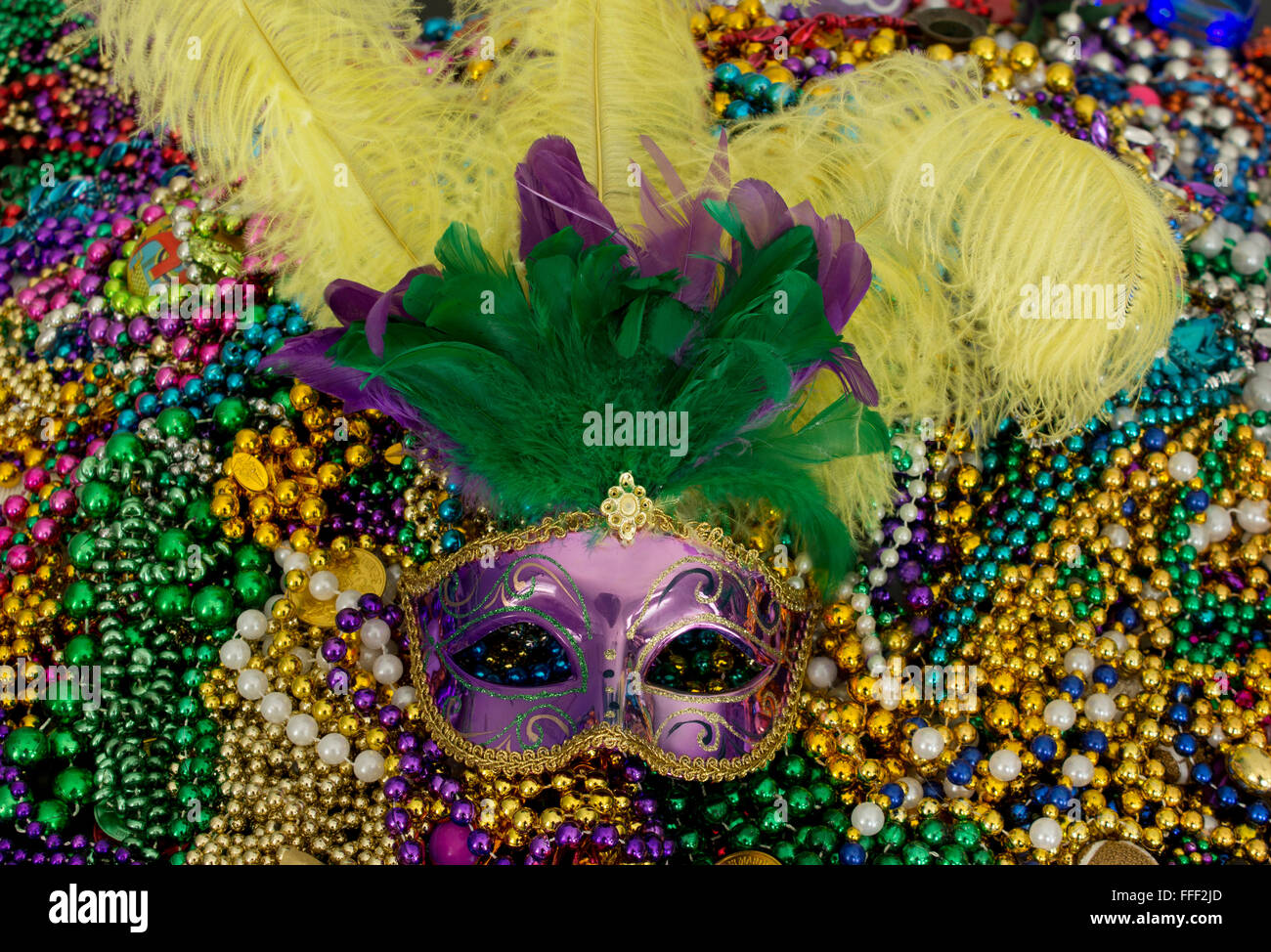 fleur lis beads necklace de carnival baroque mask