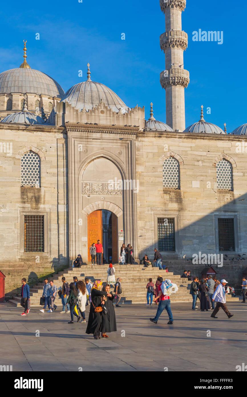 Yeni Camil, New Mosque, Meydani Eminonu, Istanbul, Turkey - Stock Image