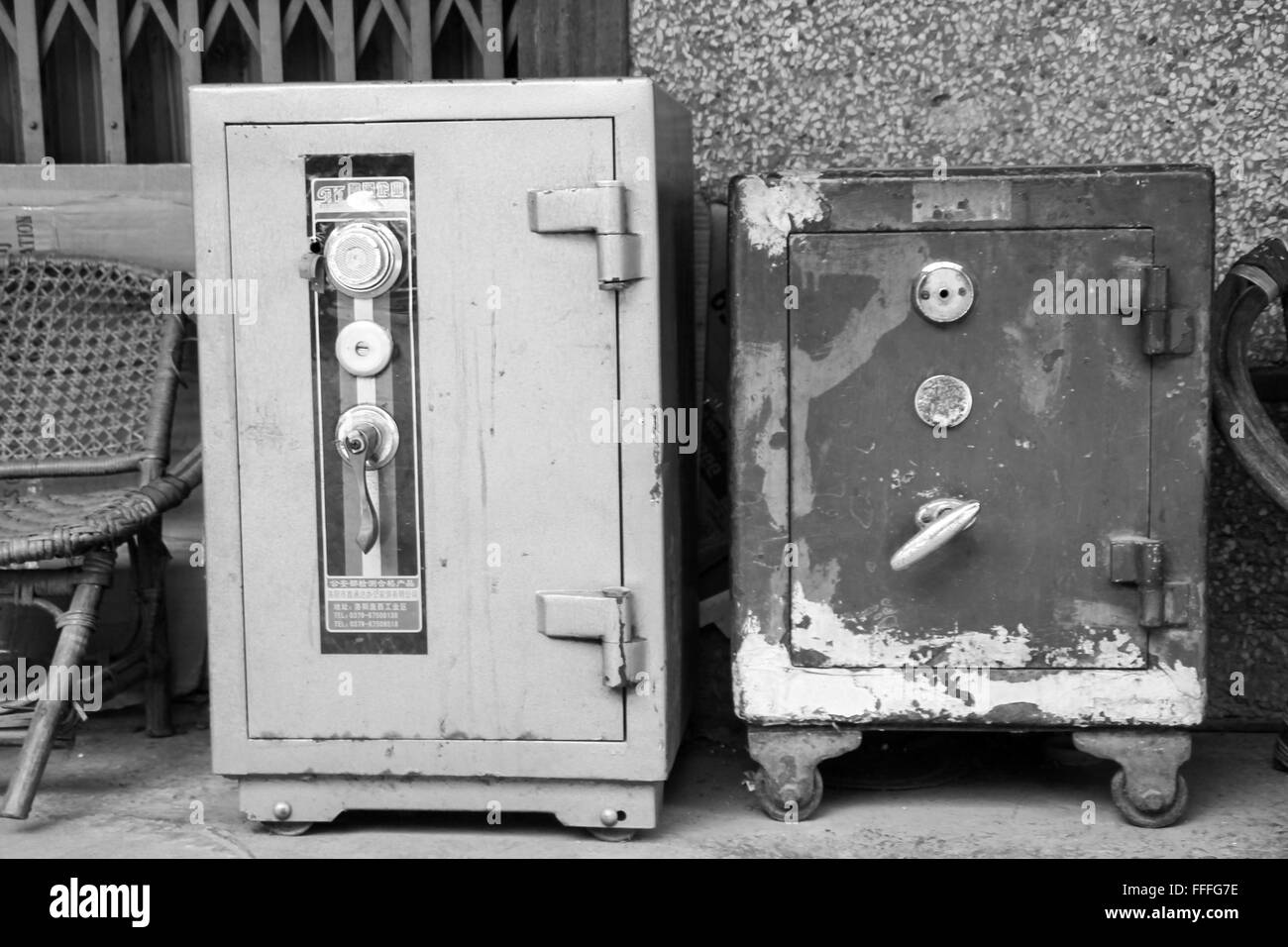 Ancient Safe sitting in the streets of Luang Prabang - Stock Image