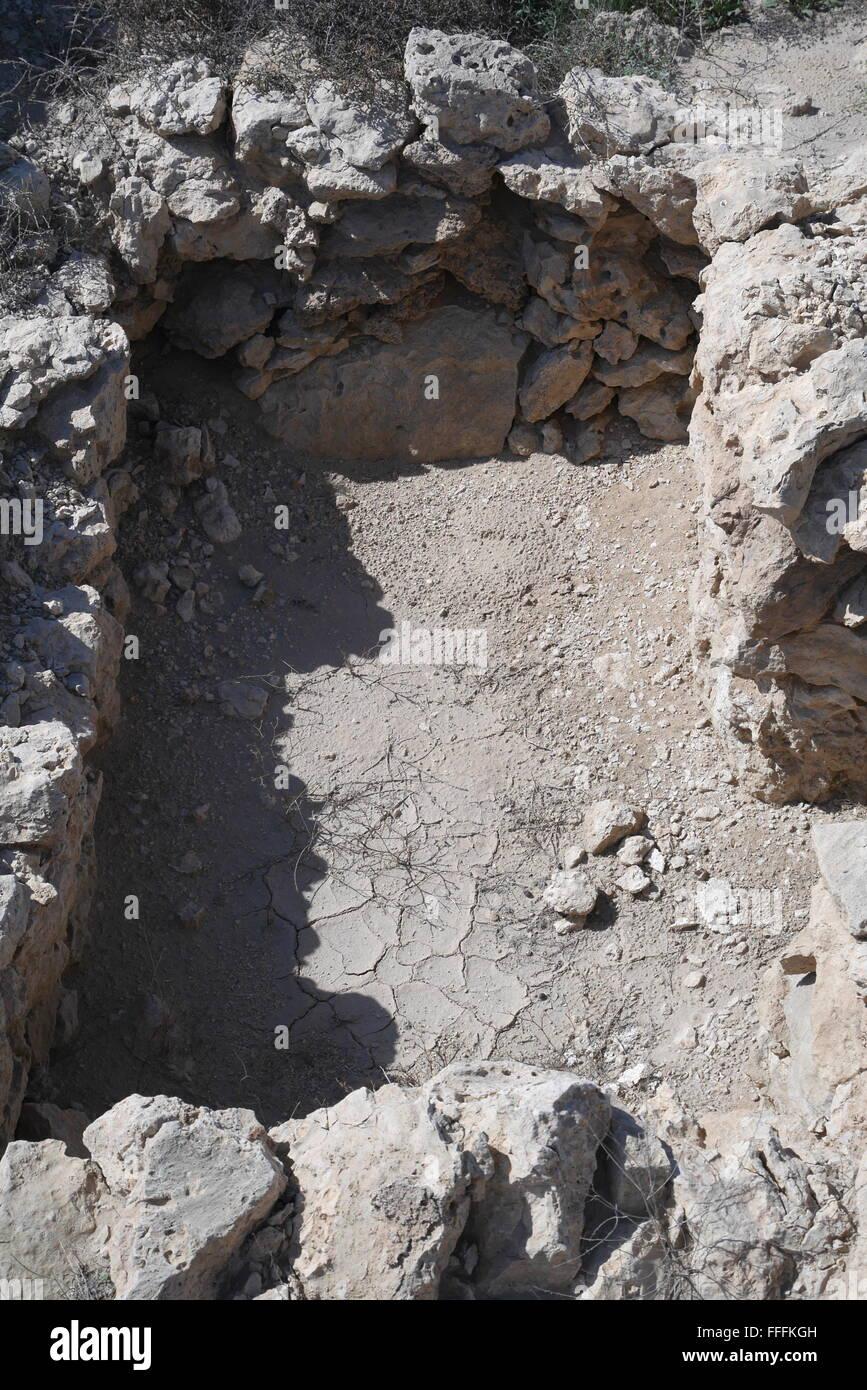Open grave at the Dilmun era Saar Settlement, Saar, Kingdom of Bahrain - Stock Image