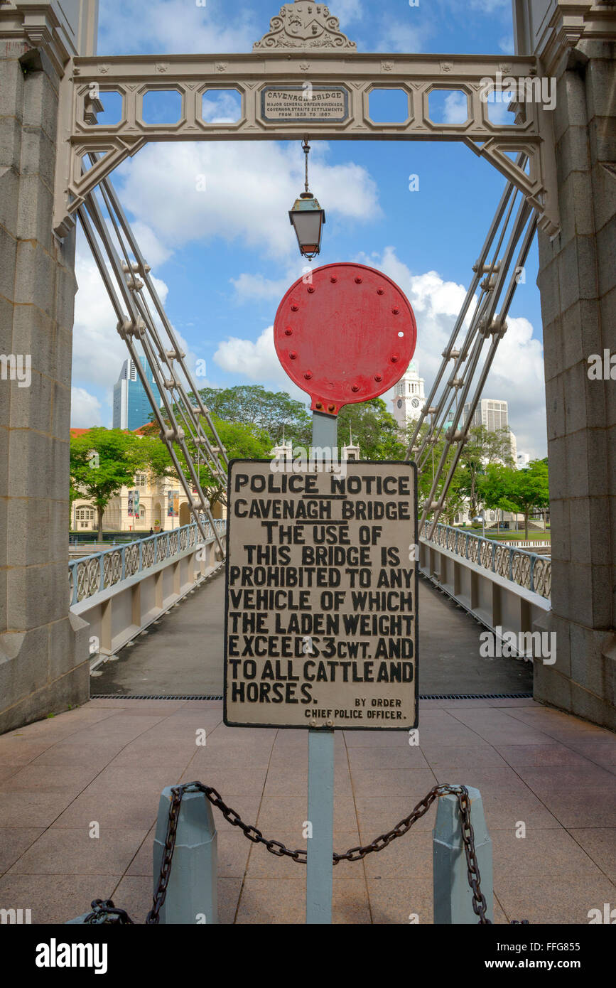 Cavenagh Bridge and weight restriction sign, Singapore - Stock Image