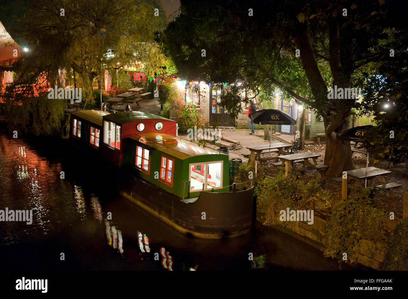 Canal boat converted to a tea room at 'The Lock Inn' Cafe,  Kennet and Avon Canal in Bradford on Avon Wiltshire - Stock Image