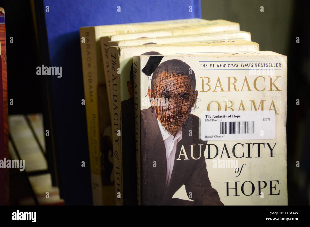 obama defaced book guantanamo bay cuba gtmo camp delta library book shelves - Stock Image