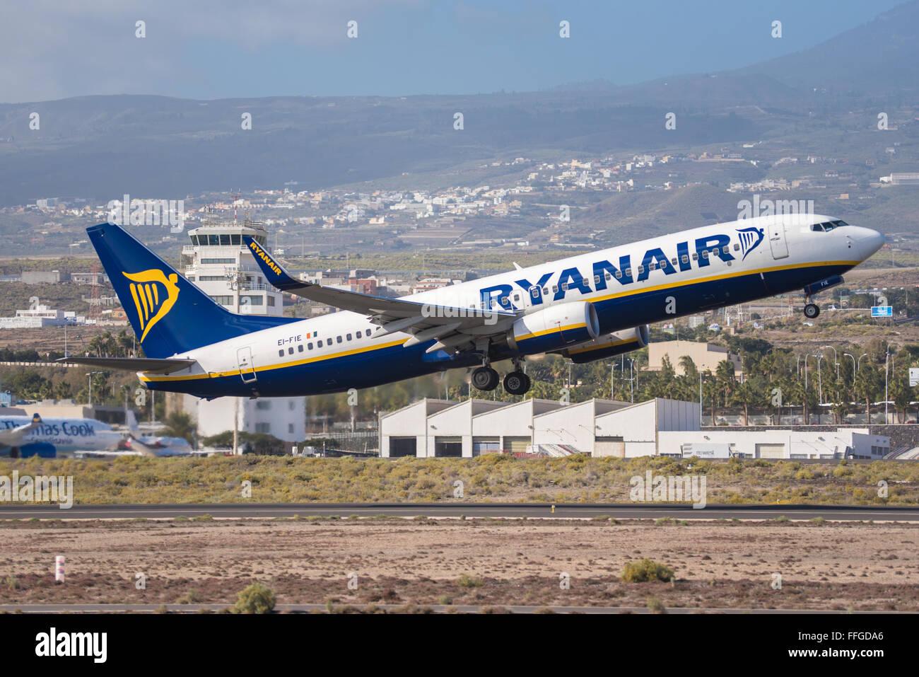 TENERIFE, SPAIN - JANUARY 31: Ryanair Boeing 737-800 is ...