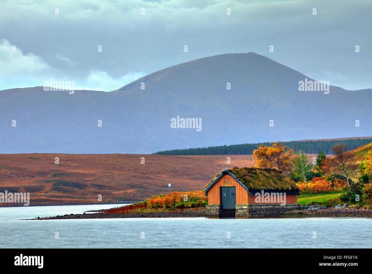 The boathouse on Loch Loyal in Northern Scotland, with Ben Klibreck in the distance. - Stock Image