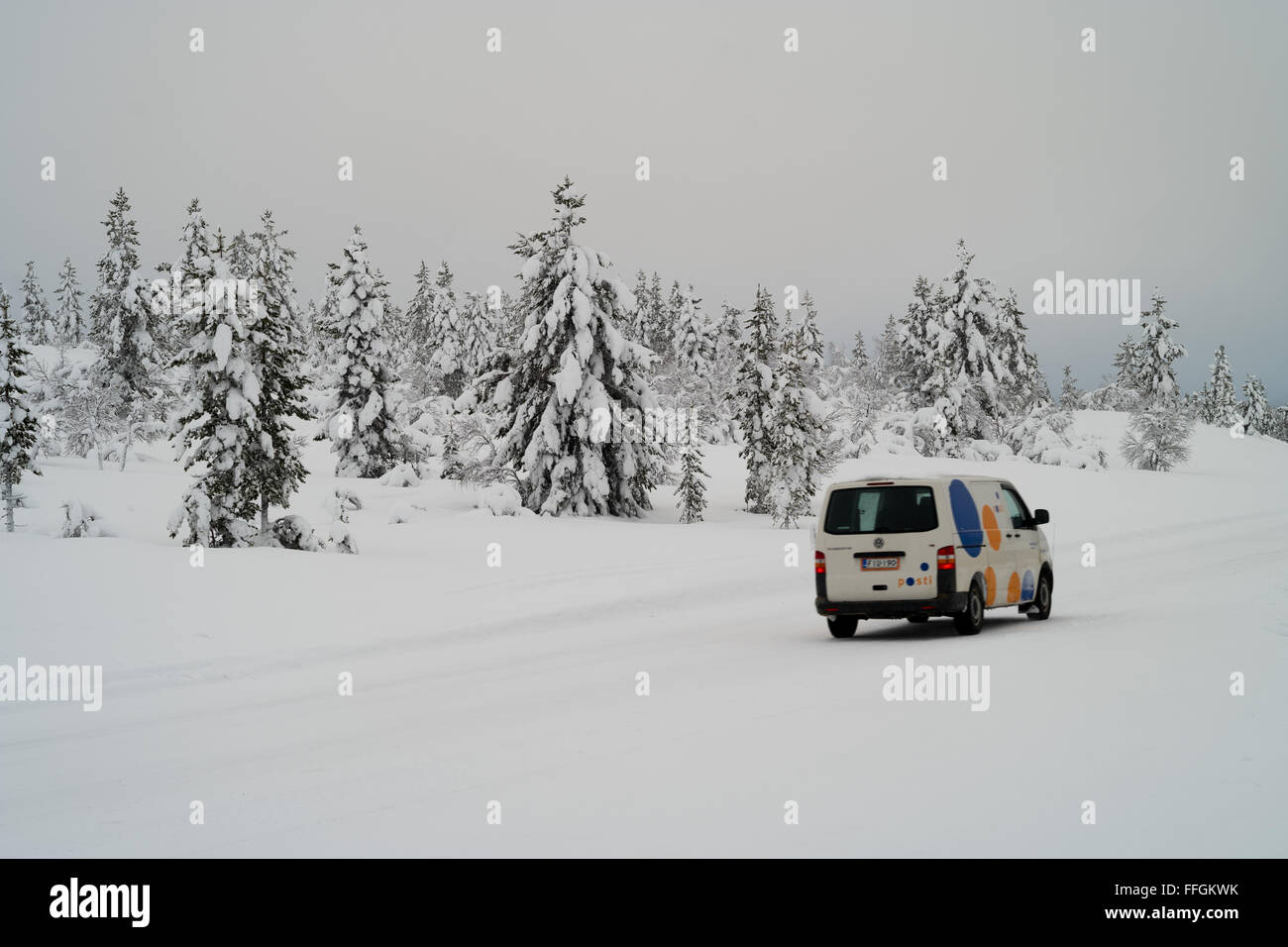Sodankyla, Lapland, Finland. 11th Feb, 2016. A vehicle of the postal services makes its way across the wintry landscape - Stock Image