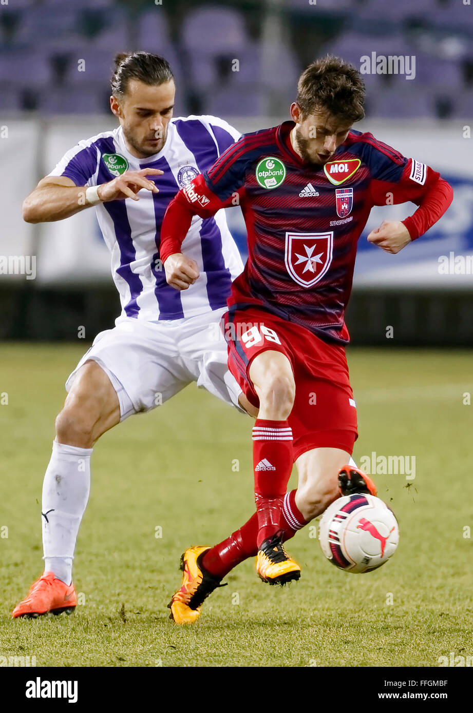 Budapest, Hungary. 13th Feb, 2016. David Mohl of Ujpest (l) tries to tackle Asmir Suljic of Videoton during Ujpest - Stock Image