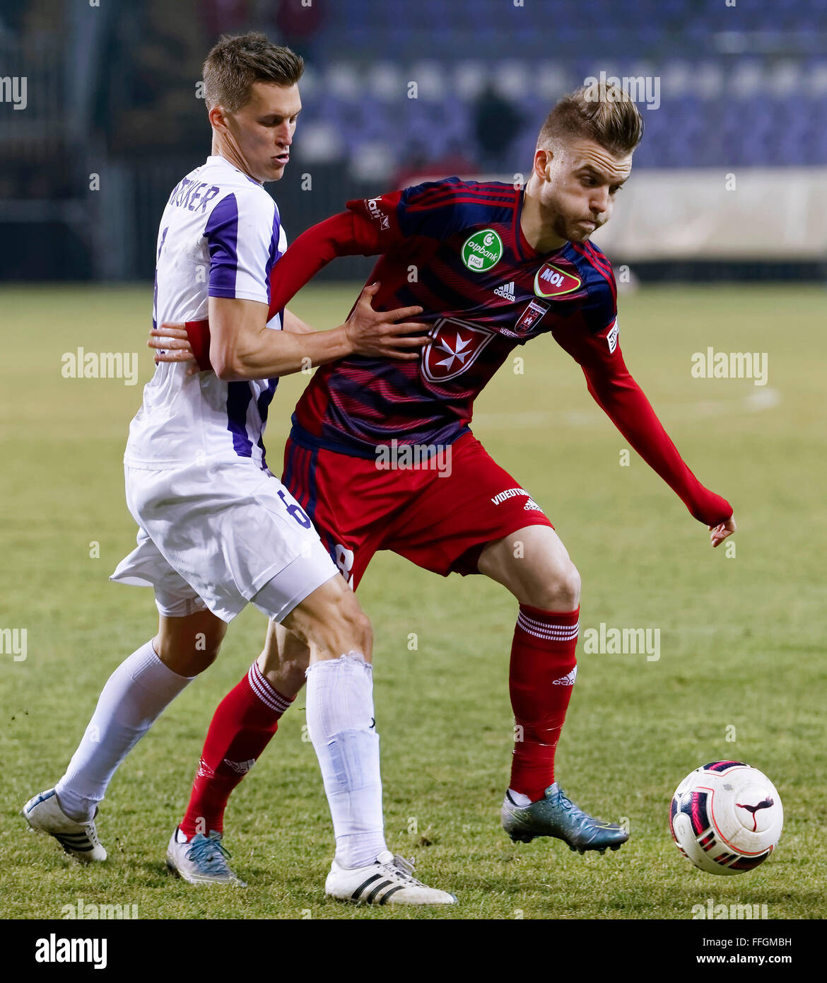 Budapest, Hungary. 13th Feb, 2016. Jozsef Windecker of Ujpest (l) tries to stop Zsolt Haraszti of Videoton during - Stock Image