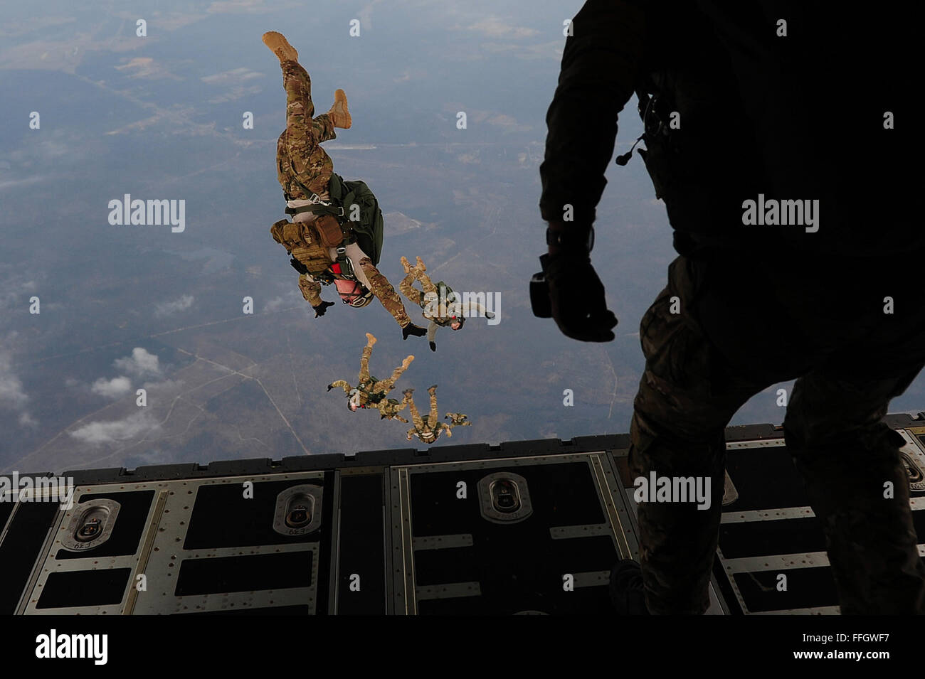 U.S. Air Force combat controllers with the 21st Special Tactics Squadron perform a high altitude low opening jump - Stock Image