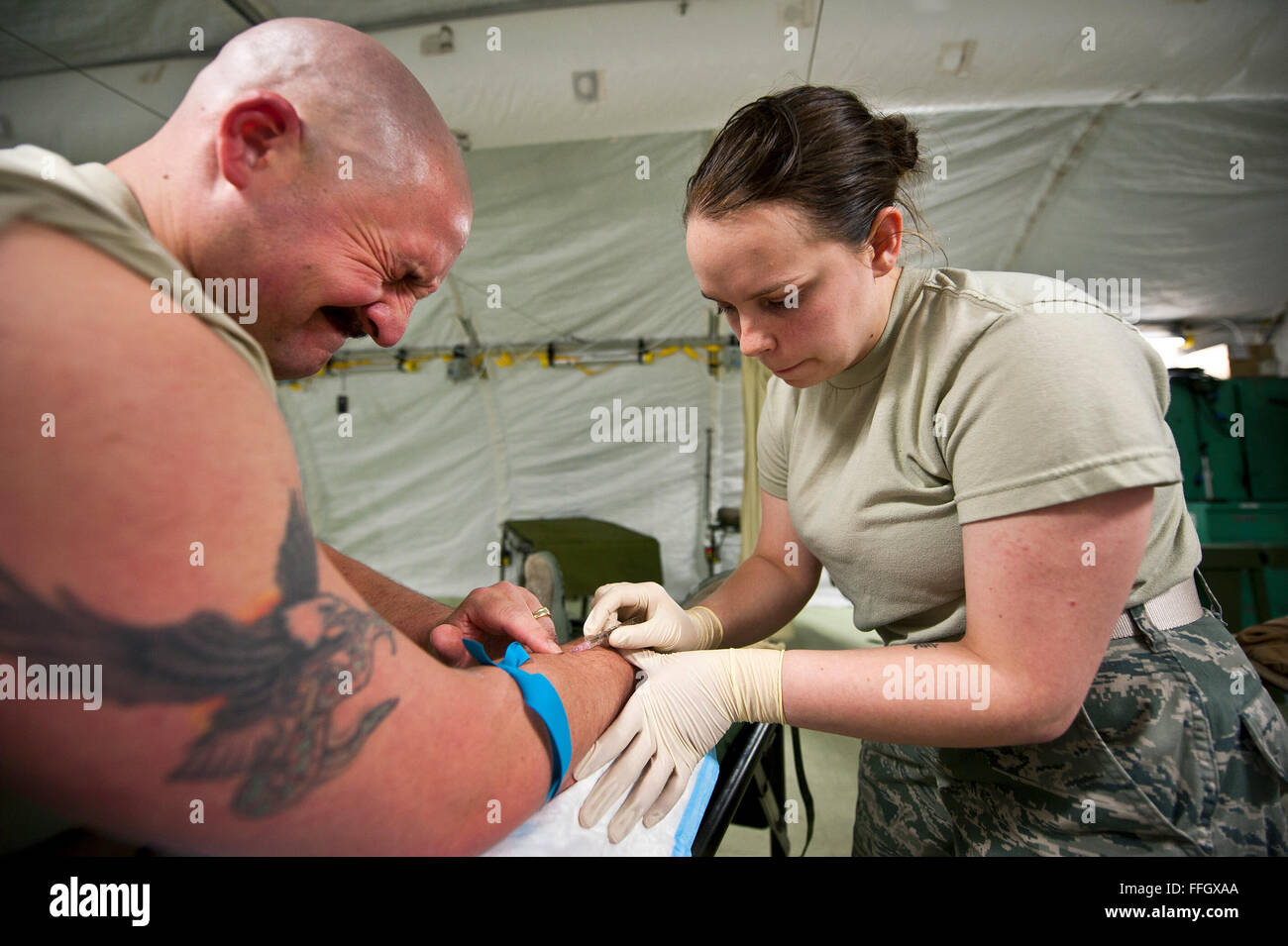 Airman 1st Class Elise Black attempts to administer her first IV to Master Sgt. Lukus Hancock, a fellow CSTARS student. - Stock Image
