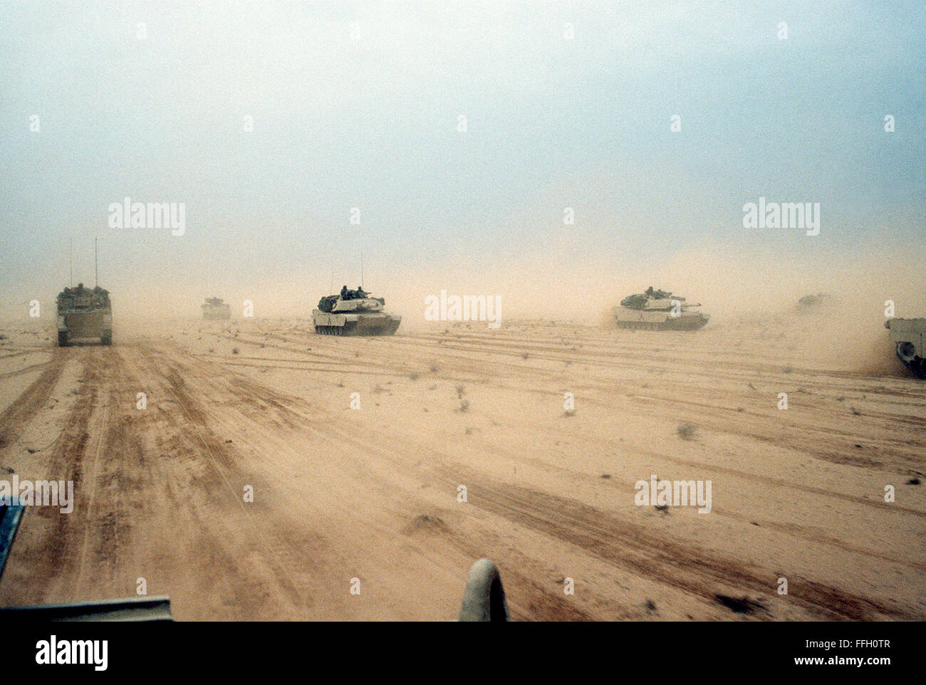 M-1A1 Abrams main battle tanks   of the 3rd Brigade, 1st Armored Division, 7th Corps move across the desert in northern - Stock Image