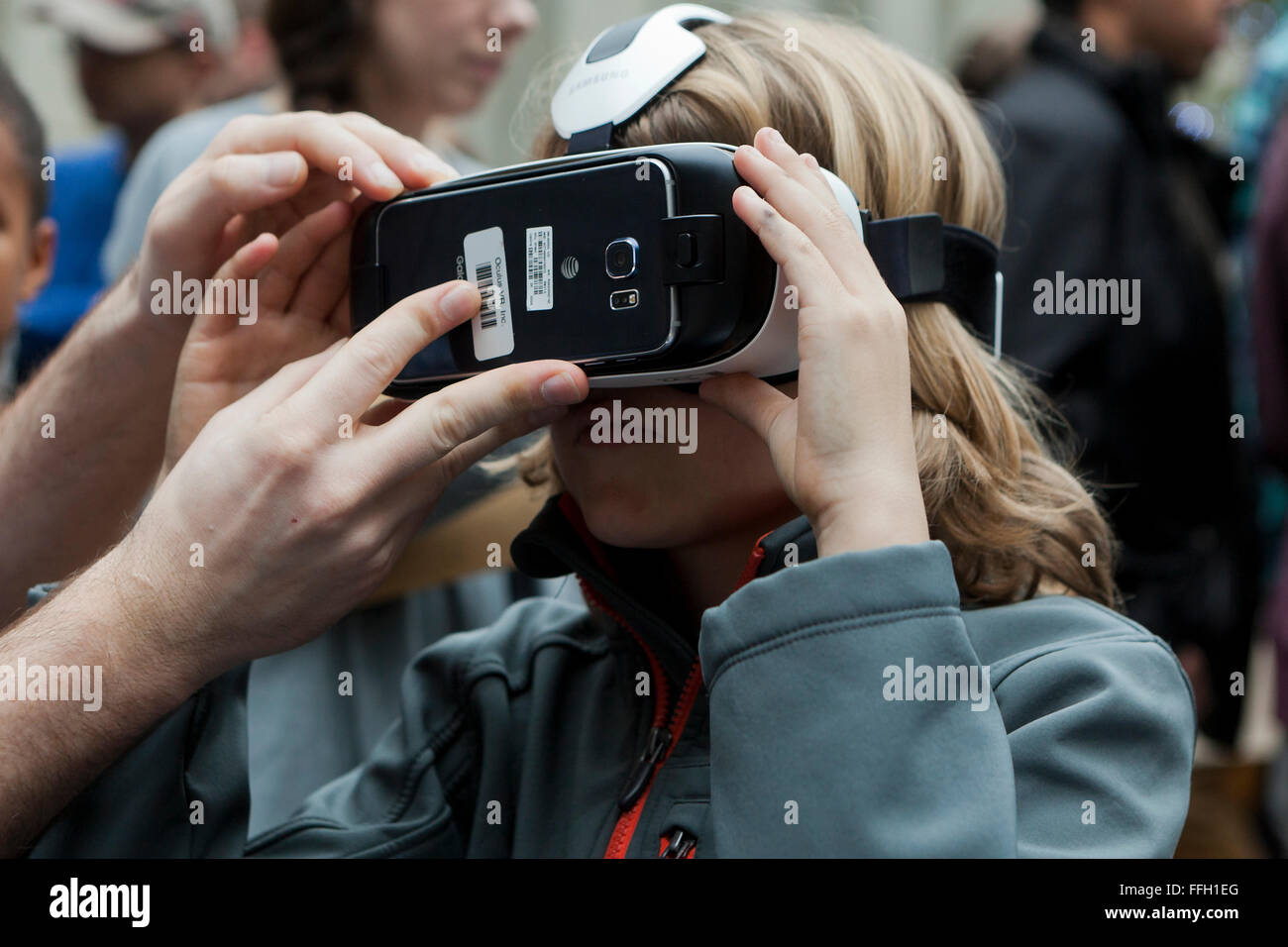 Young girl wearing a virtual reality headset - USA - Stock Image