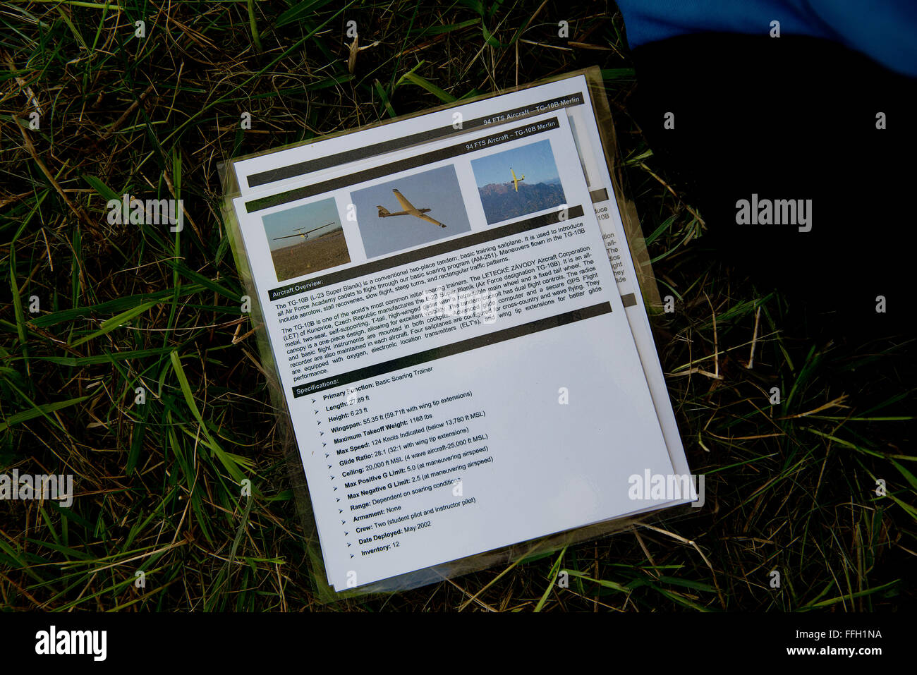 Northeast Glider Academy students use laminated L-23 Super Blanik glider fact sheets as study material. - Stock Image