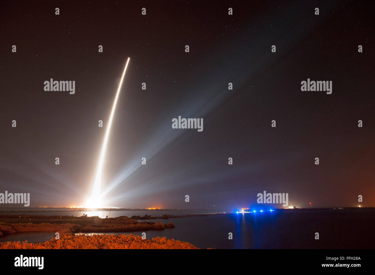 A Delta IV rocket successfully launches a Global Positioning System satellite from Space Launch Complex-37 at Cape - Stock Image
