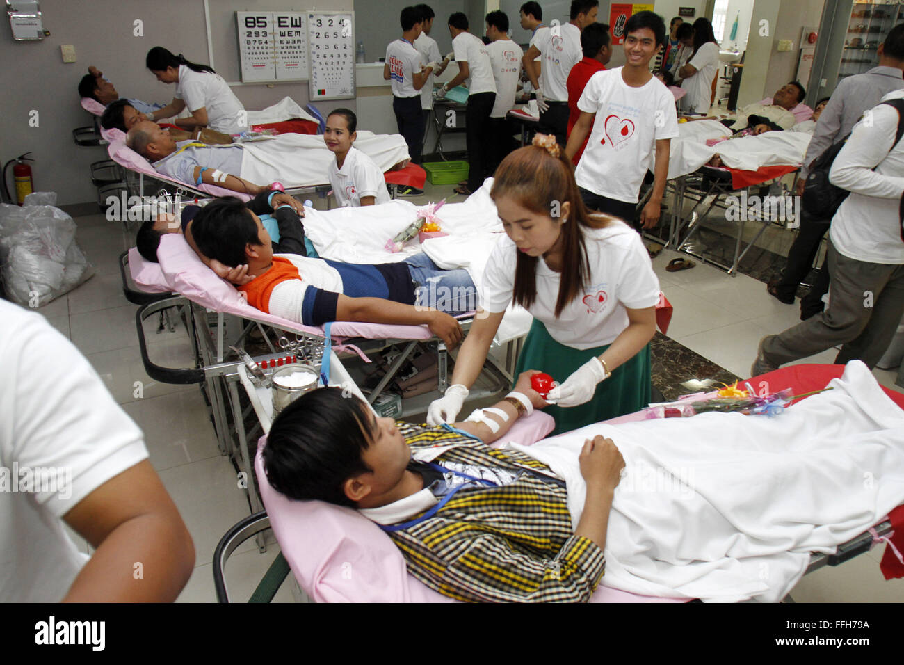 Phnom Penh, Cambodia. 14th Feb, 2016. People donate blood in Phnom Penh, Cambodia, Feb. 14, 2016. The Cambodia's - Stock Image