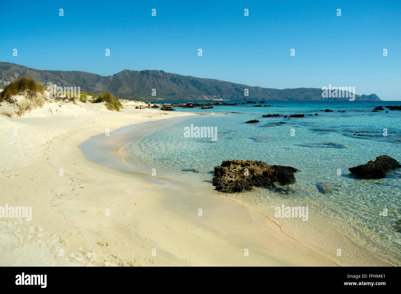 Griechenland, Kreta, Westküste, Elafonissi, eine kleine Insel die bei ruhigem Wetter ohne Wellengang mit Kreta - Stock Image