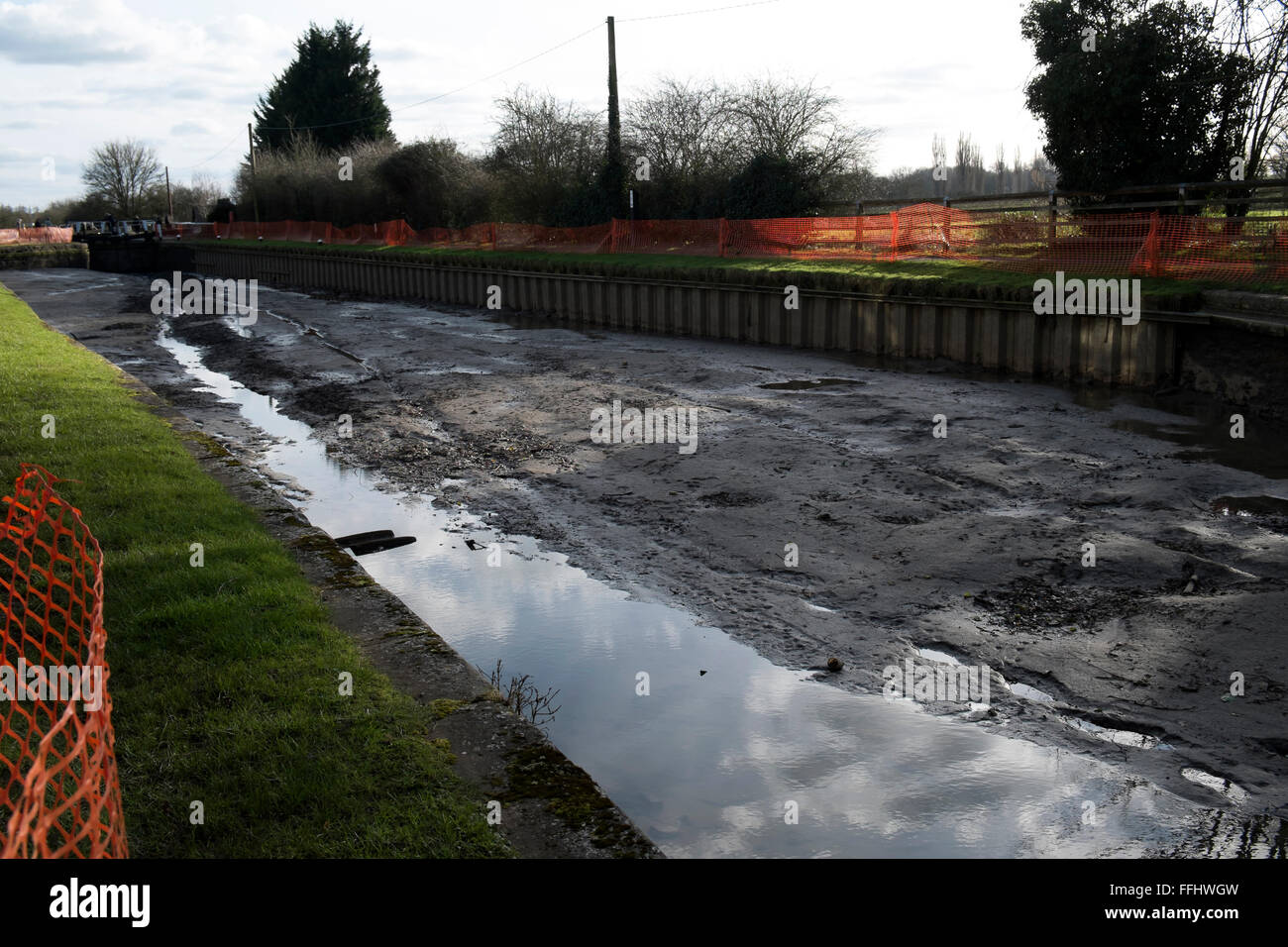Drained canal / lock at Stock Bruerne / Northamptonshire - Stock Image