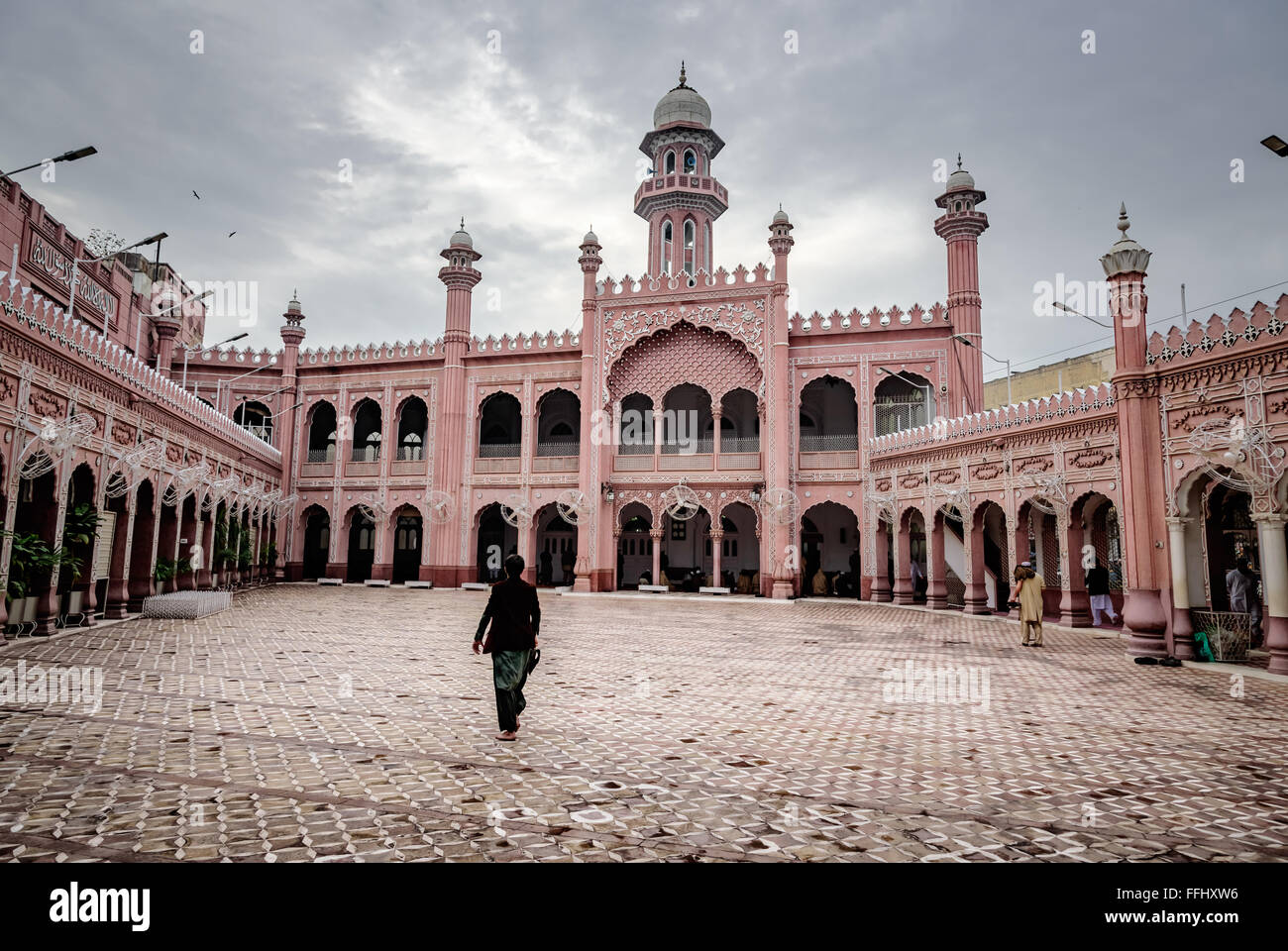 Courtyard of Sunehri mosque in the historic city of Peshawar, Pakistan. - Stock Image