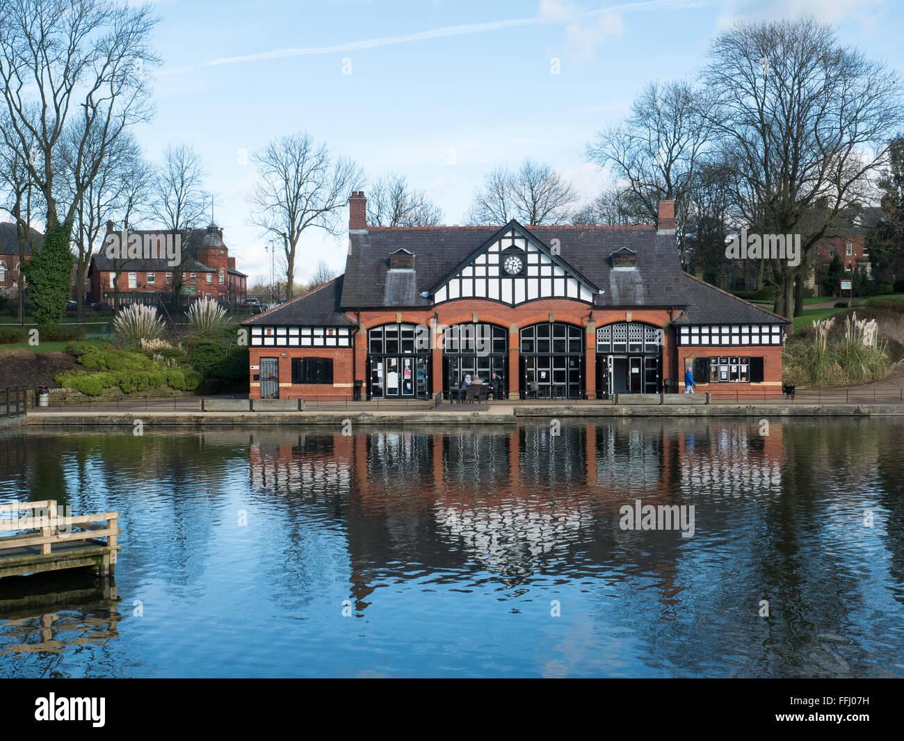 Boathouse cafe at Alexandra Park, Oldham - Stock Image