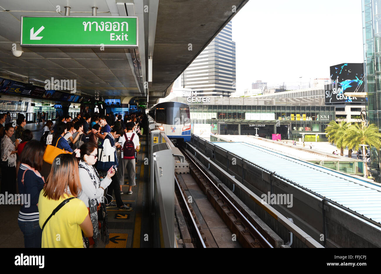 Passengers waiting for the BTS skytrain at Siam sq. station in Bangkok. - Stock Image